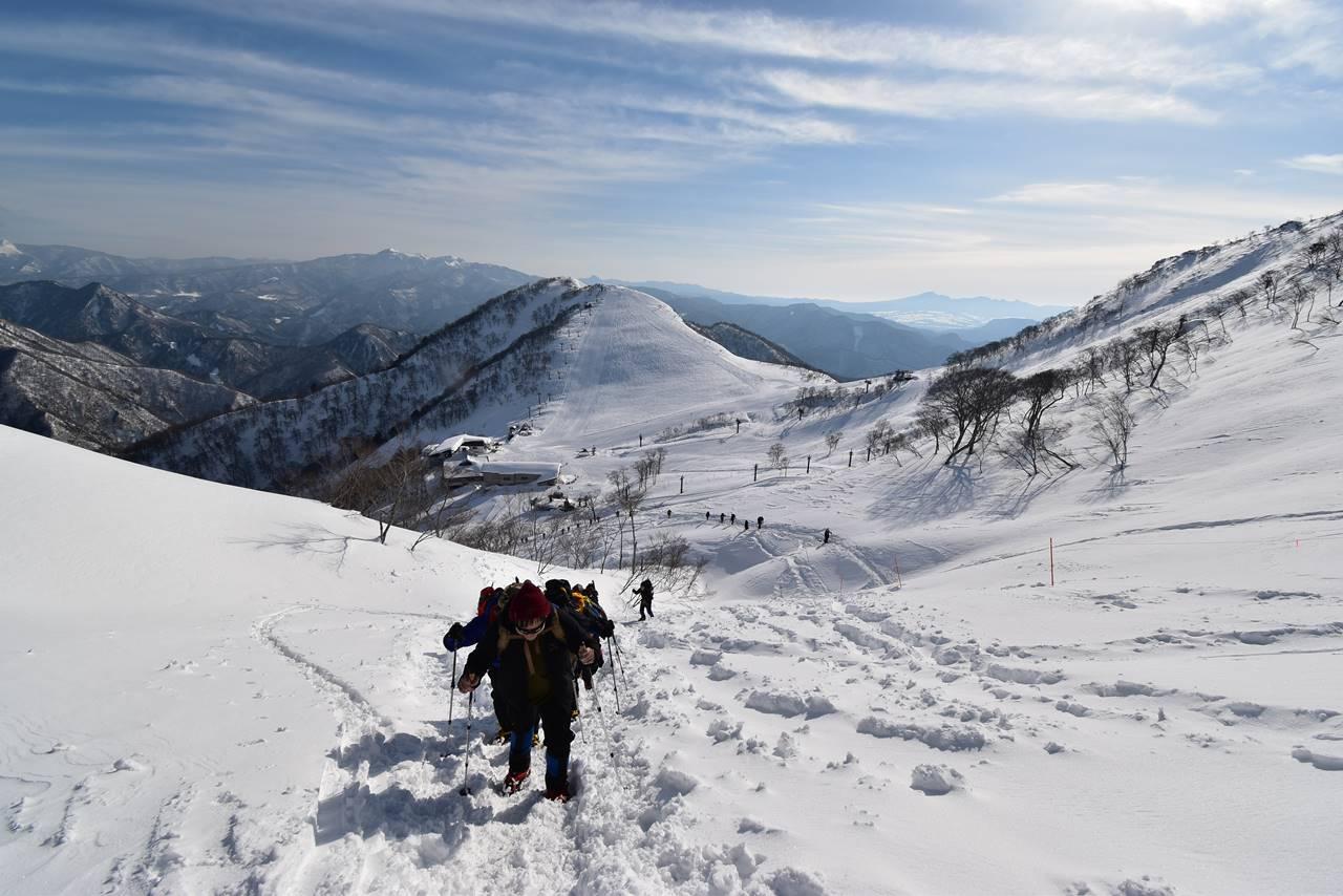 天神平スキー場と雪山登山