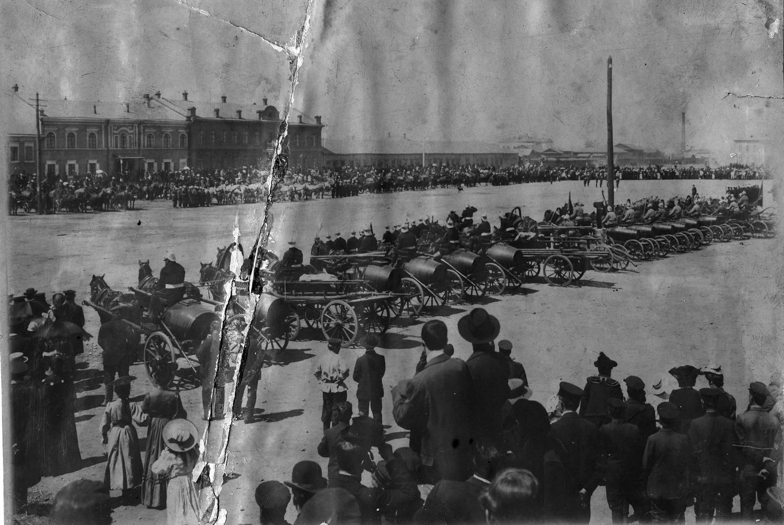 1892. Смотр обозов пожарных команд и добровольной пожарной дружины на Тихвинской площади