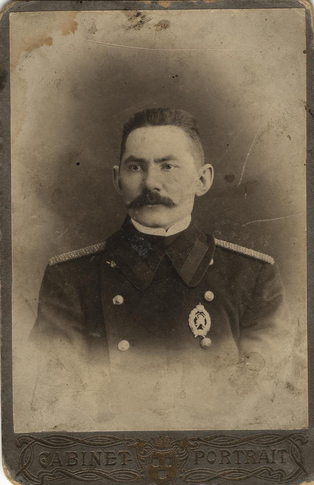 Брандмейстер Водолеев Владимир Николаевич в форме пожарного служителя