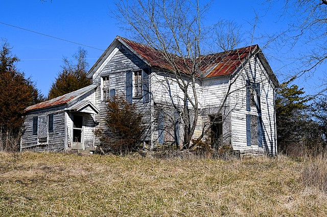 Decaying Farmhouse in Eastern Kentucky