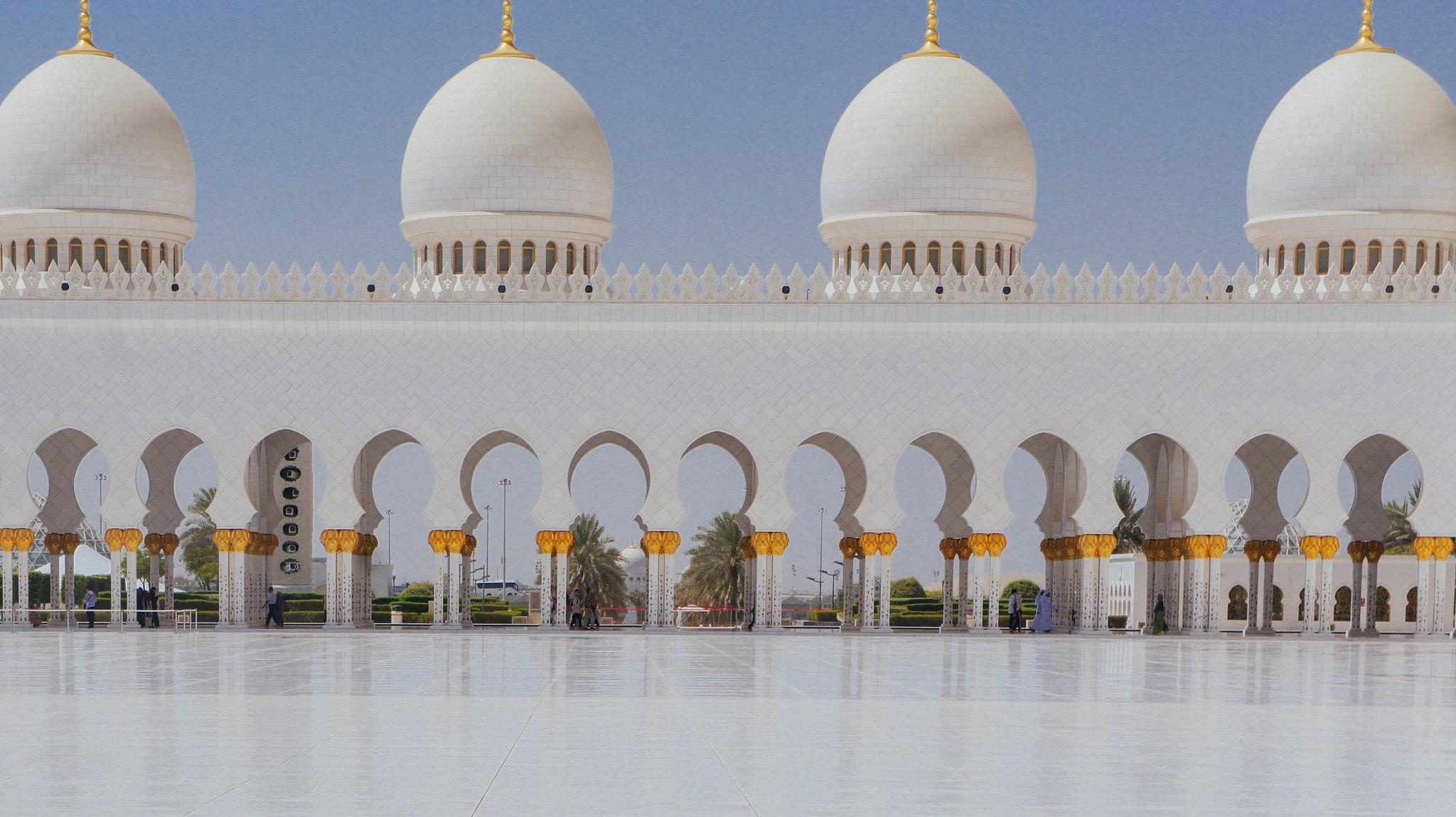 Sheikh Zayed Grand Mosque courtyard