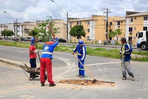 11.02.2021 - Seminf realiza mutirão de obras no conjunto viver melhor