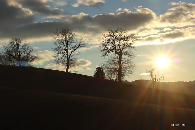 Sonnenuntergang bei Wolkenhimmel