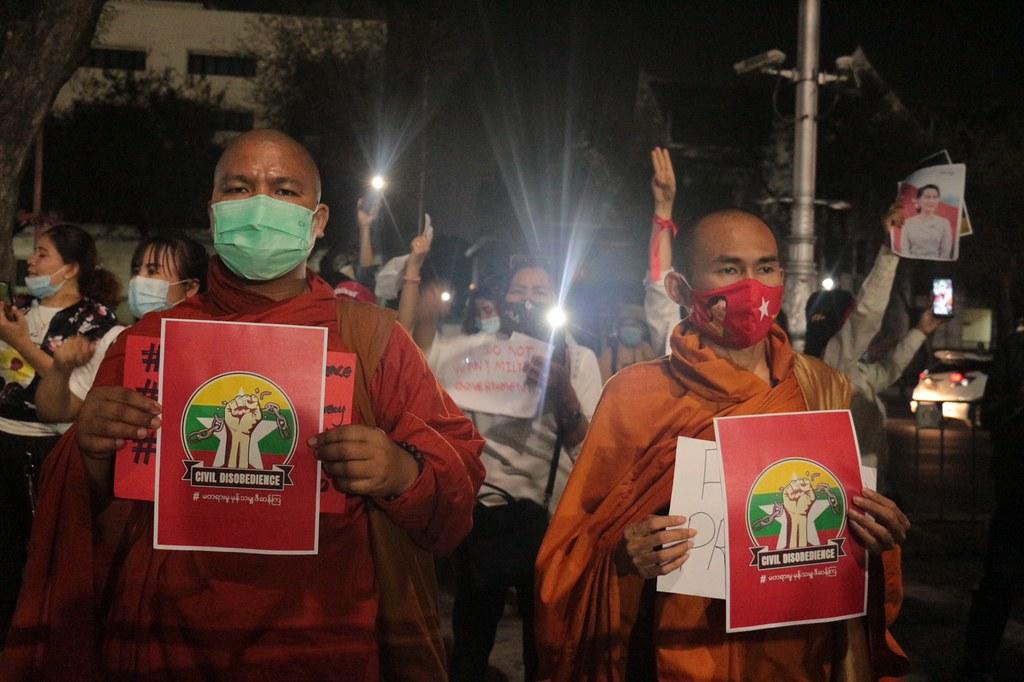 บรรยากาศชาวพม่าในไทยชุมนุมต้านรัฐประหารต่อเนื่องหน้า สํานักงานองค์การสหประชาชาติ