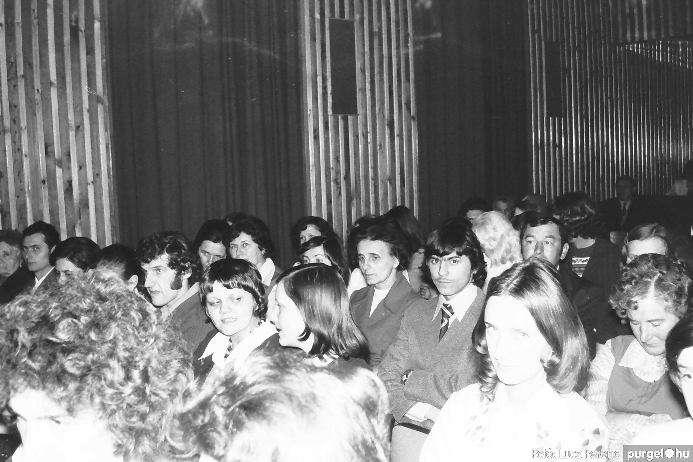 028 1975. Rendezvény a kultúrházban 007 - Fotó: Lucz Ferenc IMG00074q.jpg