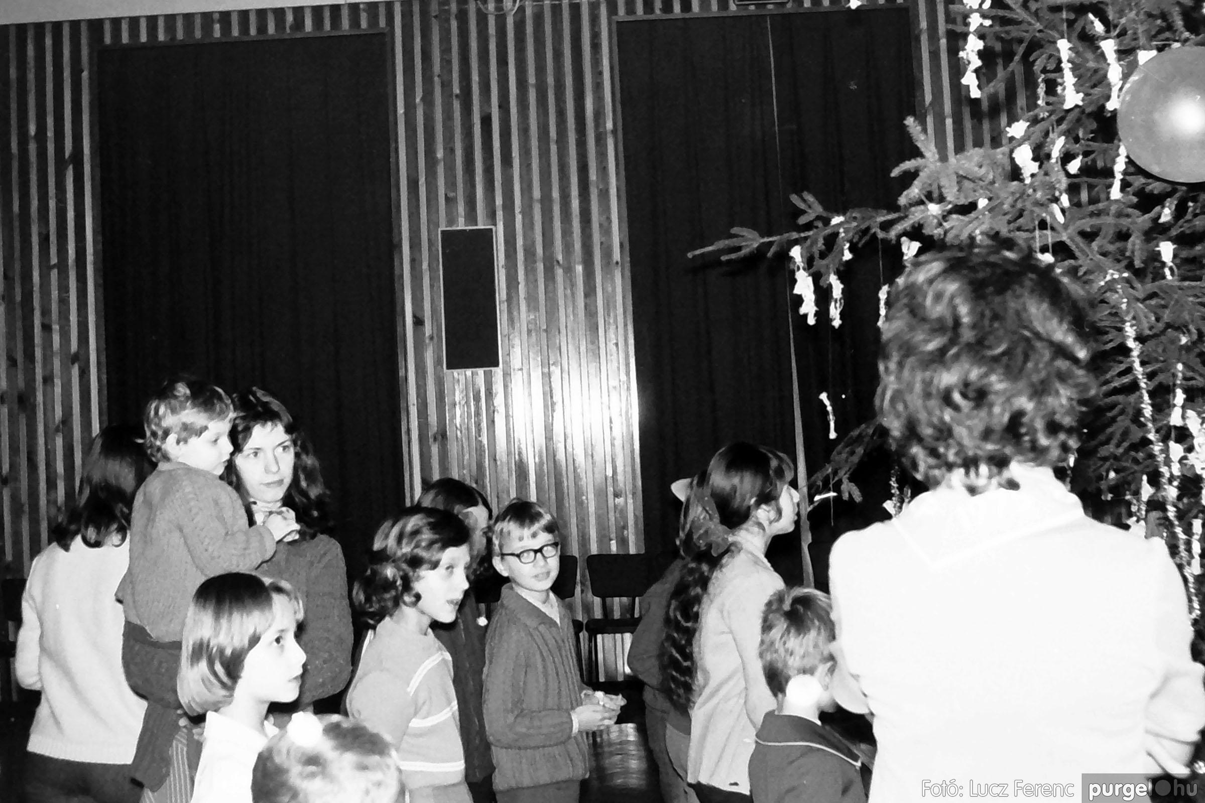 029 1975. Karácsonyi ünnepség a kultúrházban 012 - Fotó: Lucz Ferenc.jpg