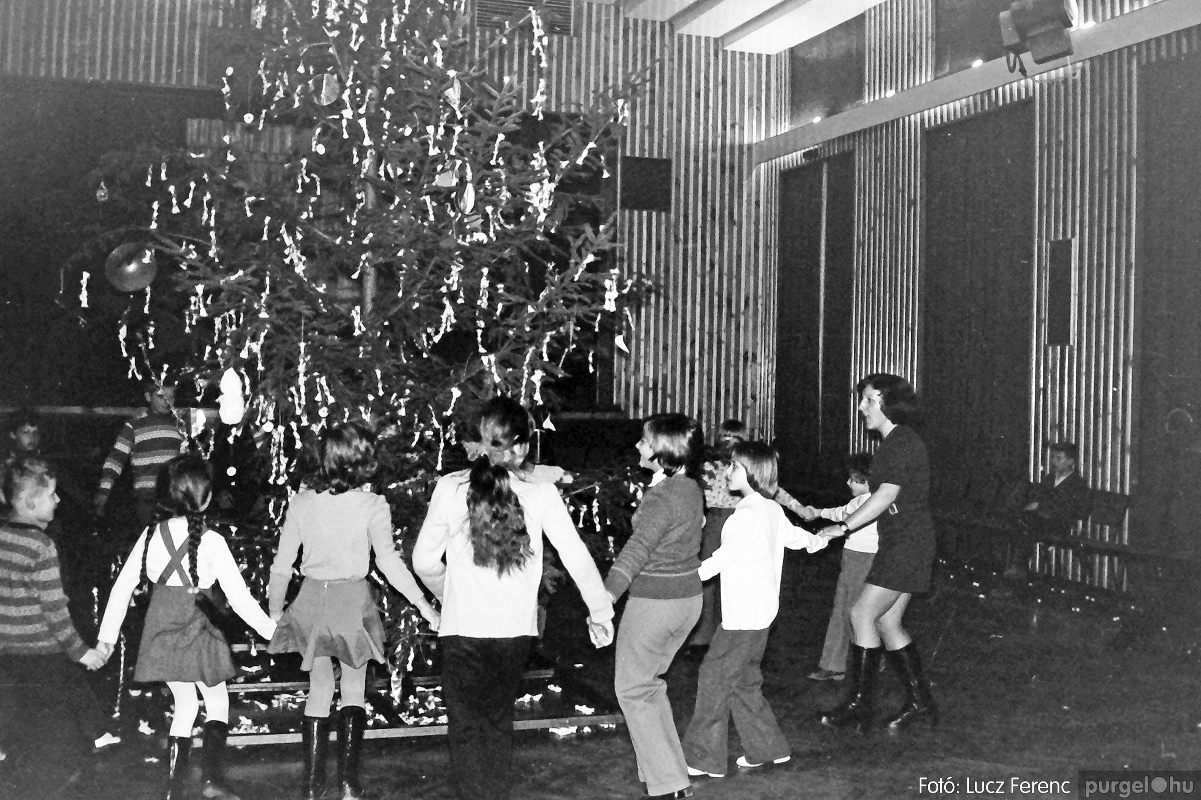 029 1975. Karácsonyi ünnepség a kultúrházban 009 - Fotó: Lucz Ferenc.jpg