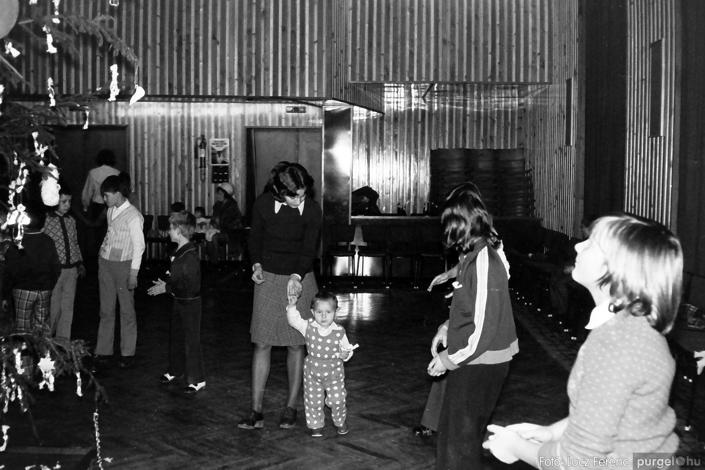 029 1975. Karácsonyi ünnepség a kultúrházban 008 - Fotó: Lucz Ferenc.jpg