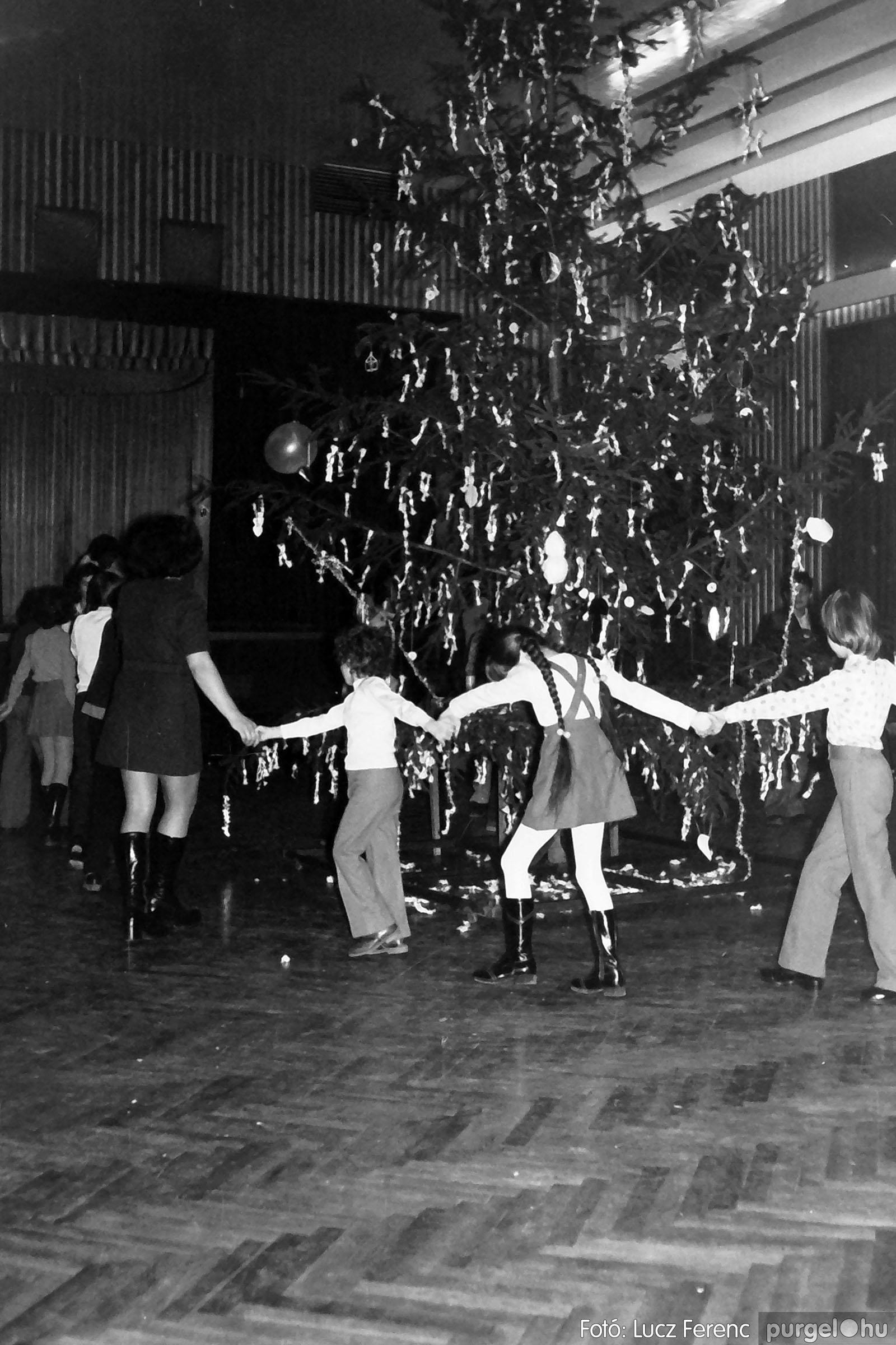 029 1975. Karácsonyi ünnepség a kultúrházban 004 - Fotó: Lucz Ferenc.jpg