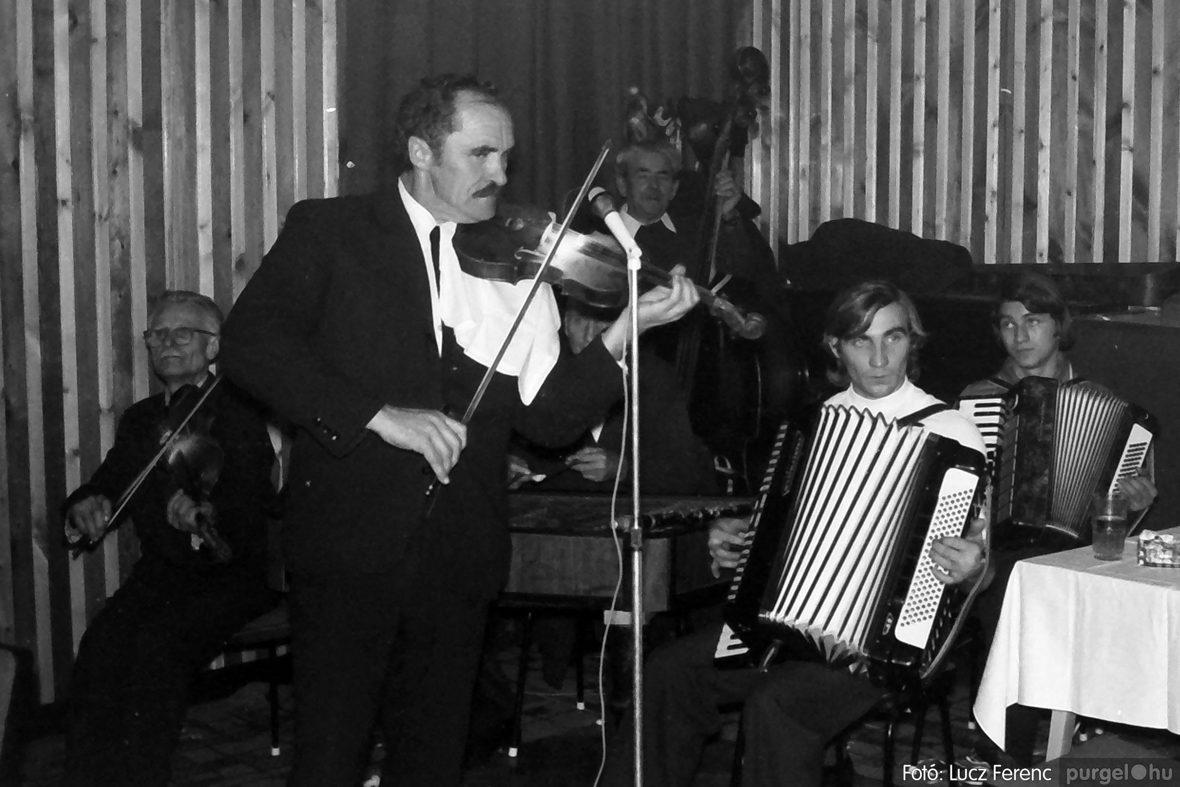 030. 1975.12.31. Szilveszter a kultúrházban 025 - Fotó: Lucz Ferenc.jpg
