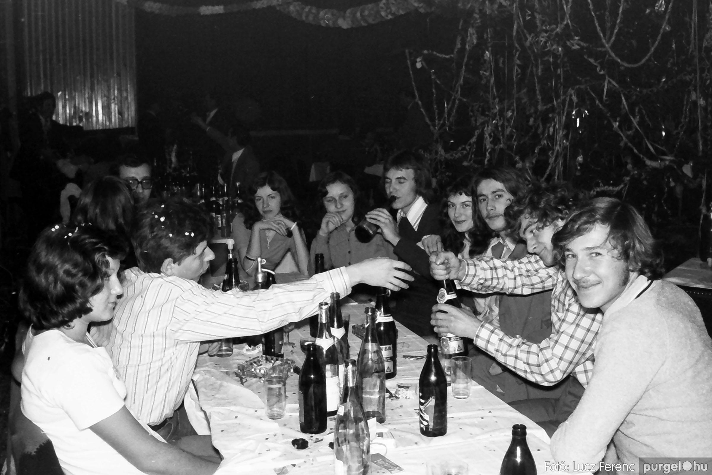030. 1975.12.31. Szilveszter a kultúrházban 017 - Fotó: Lucz Ferenc.jpg