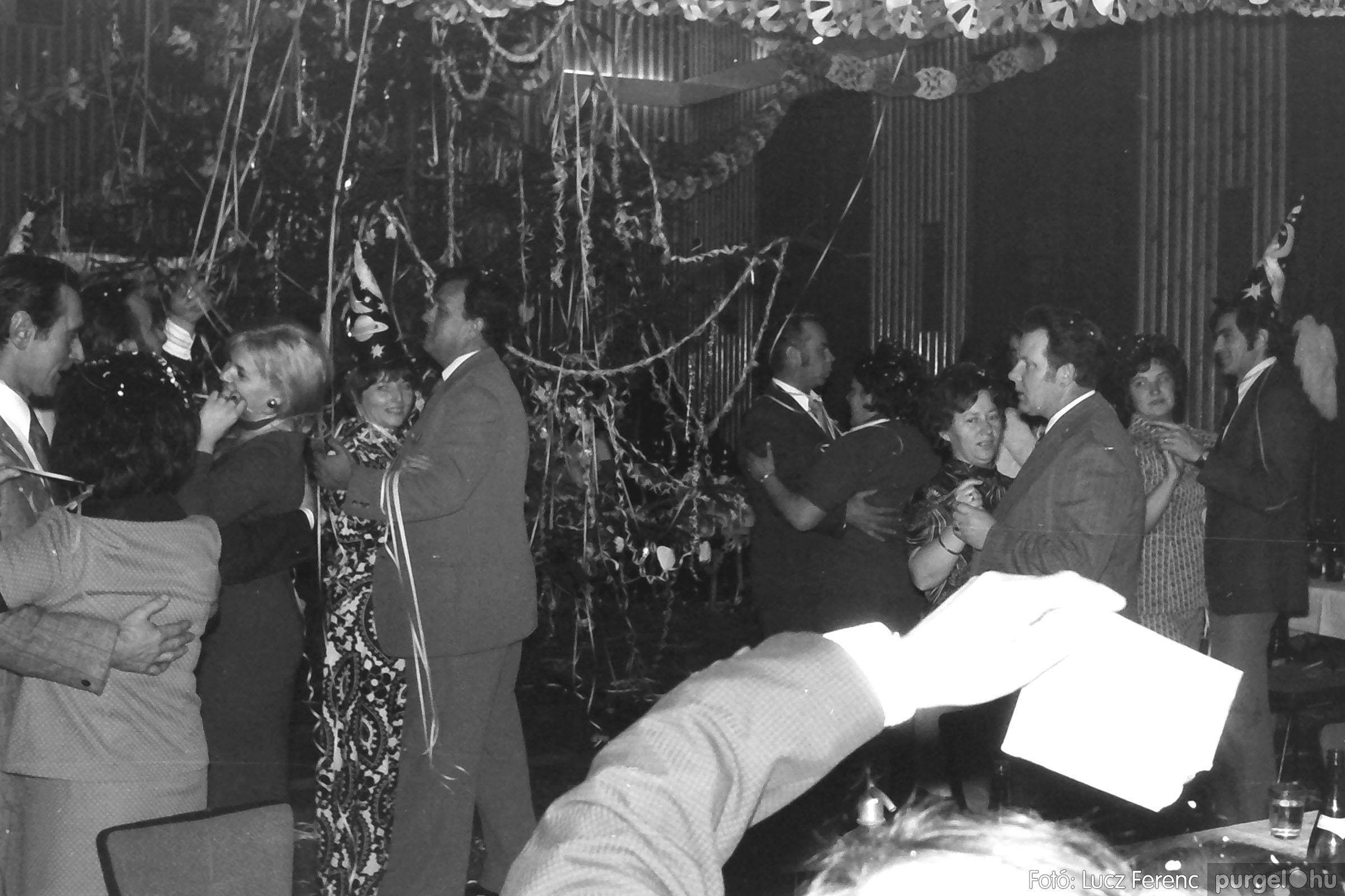 030. 1975.12.31. Szilveszter a kultúrházban 009 - Fotó: Lucz Ferenc.jpg