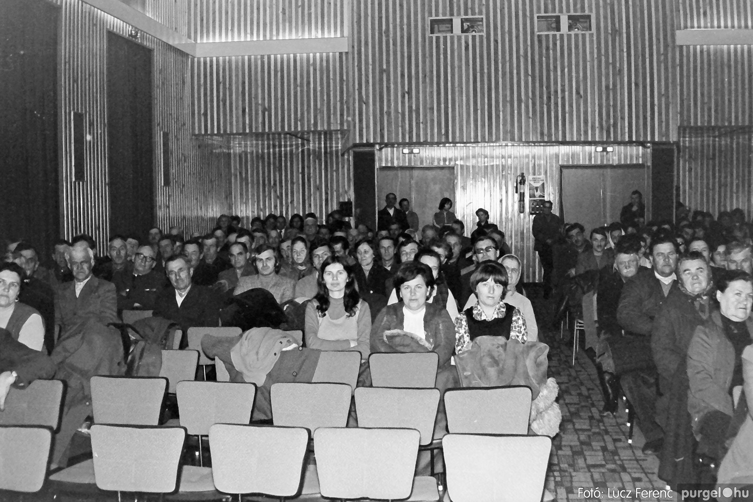 032. 1976. Az ötödik ötéves tervért... 007 - Fotó: Lucz Ferenc - IMG00185q.jpg