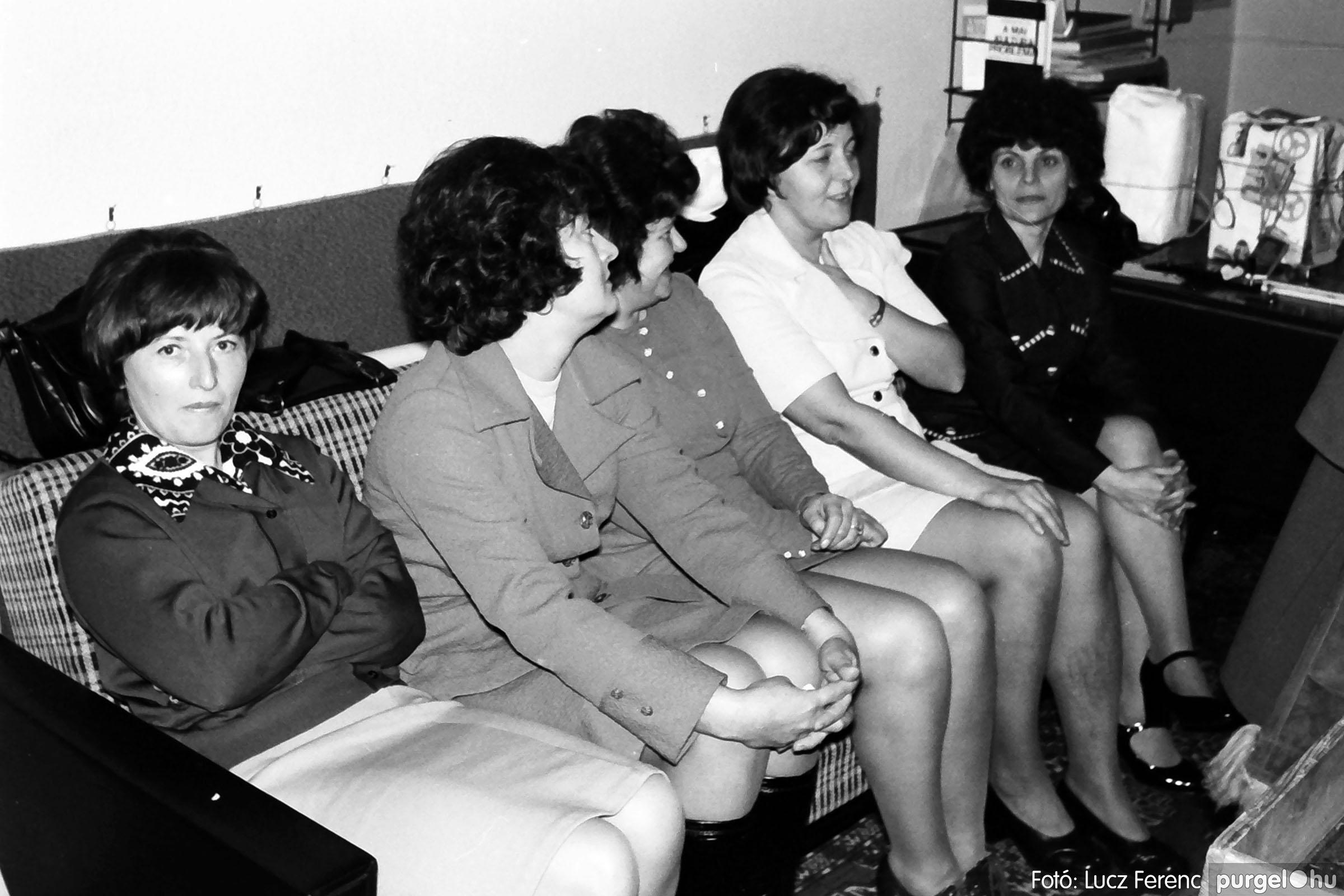 032. 1976. Az ötödik ötéves tervért... 002 - Fotó: Lucz Ferenc - IMG00179q.jpg