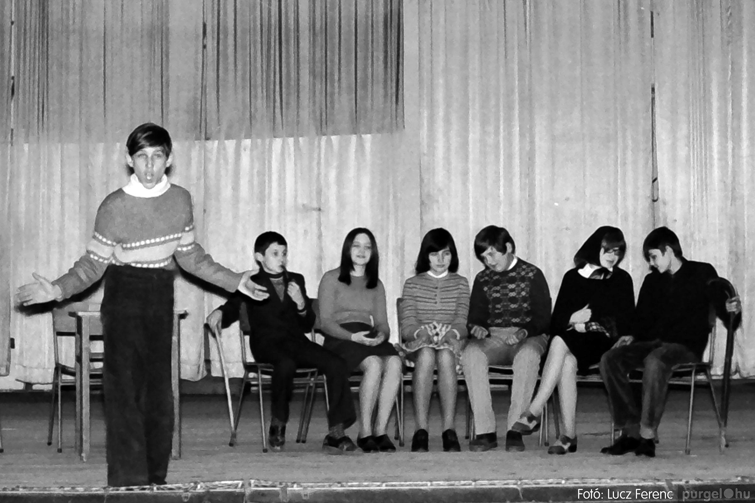 036-037. 1976. Diákprogram a kultúrházban 031 - Fotó: Lucz Ferenc.jpg