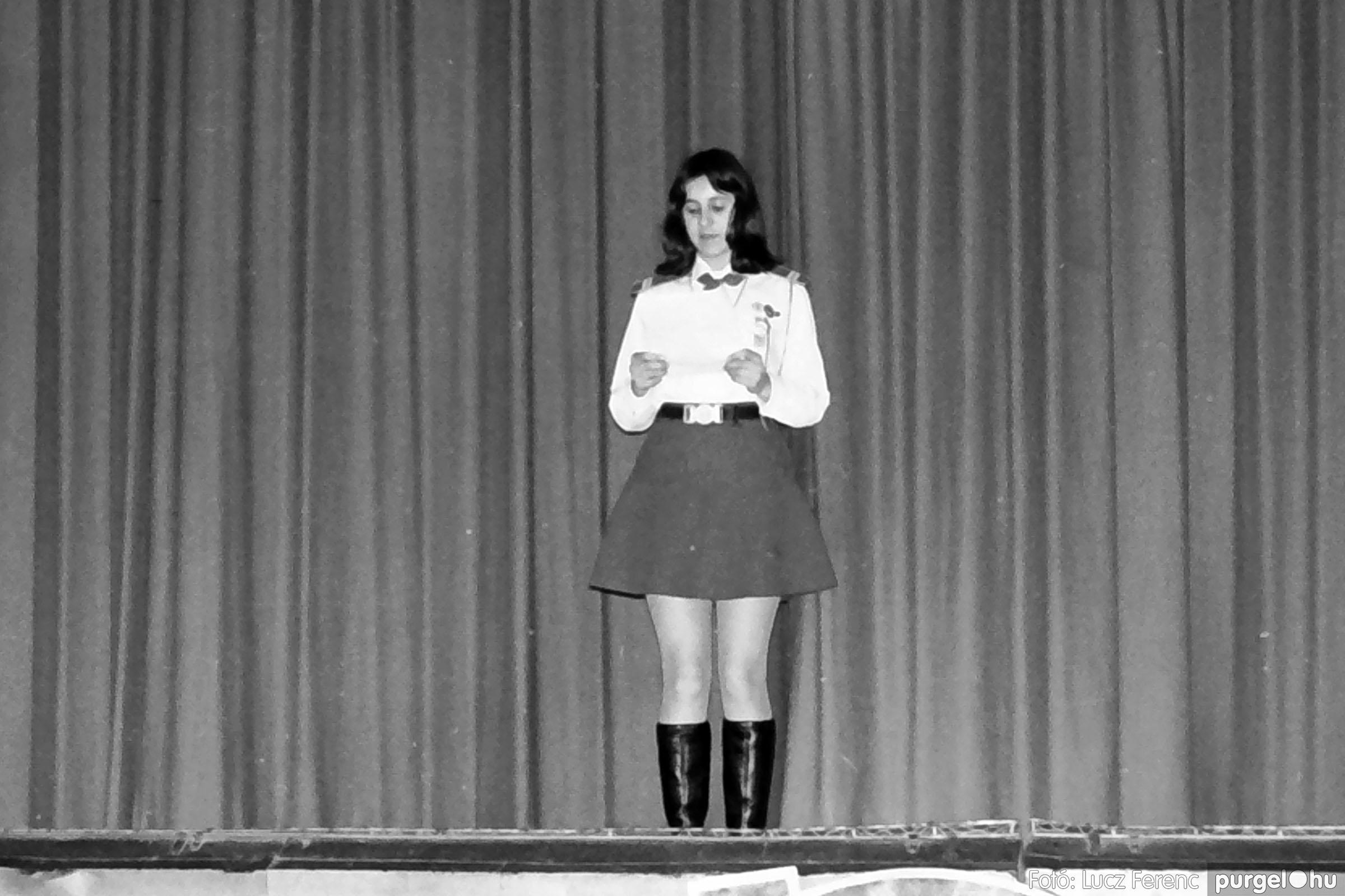 036-037. 1976. Diákprogram a kultúrházban 026 - Fotó: Lucz Ferenc.jpg