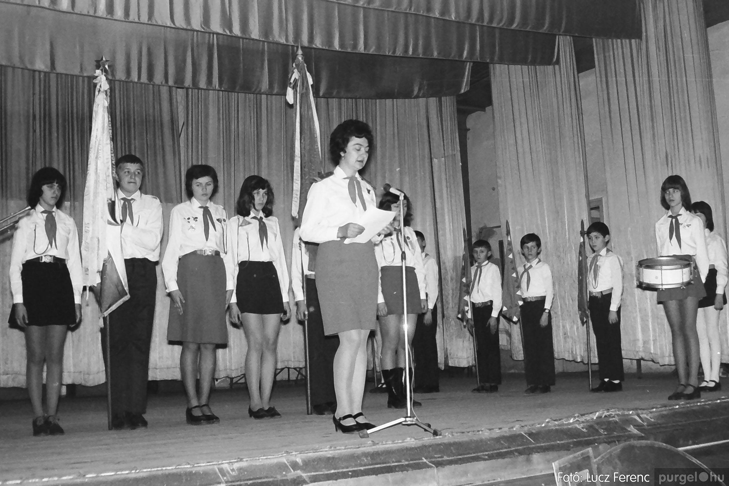 036-037. 1976. Diákprogram a kultúrházban 002 - Fotó: Lucz Ferenc.jpg