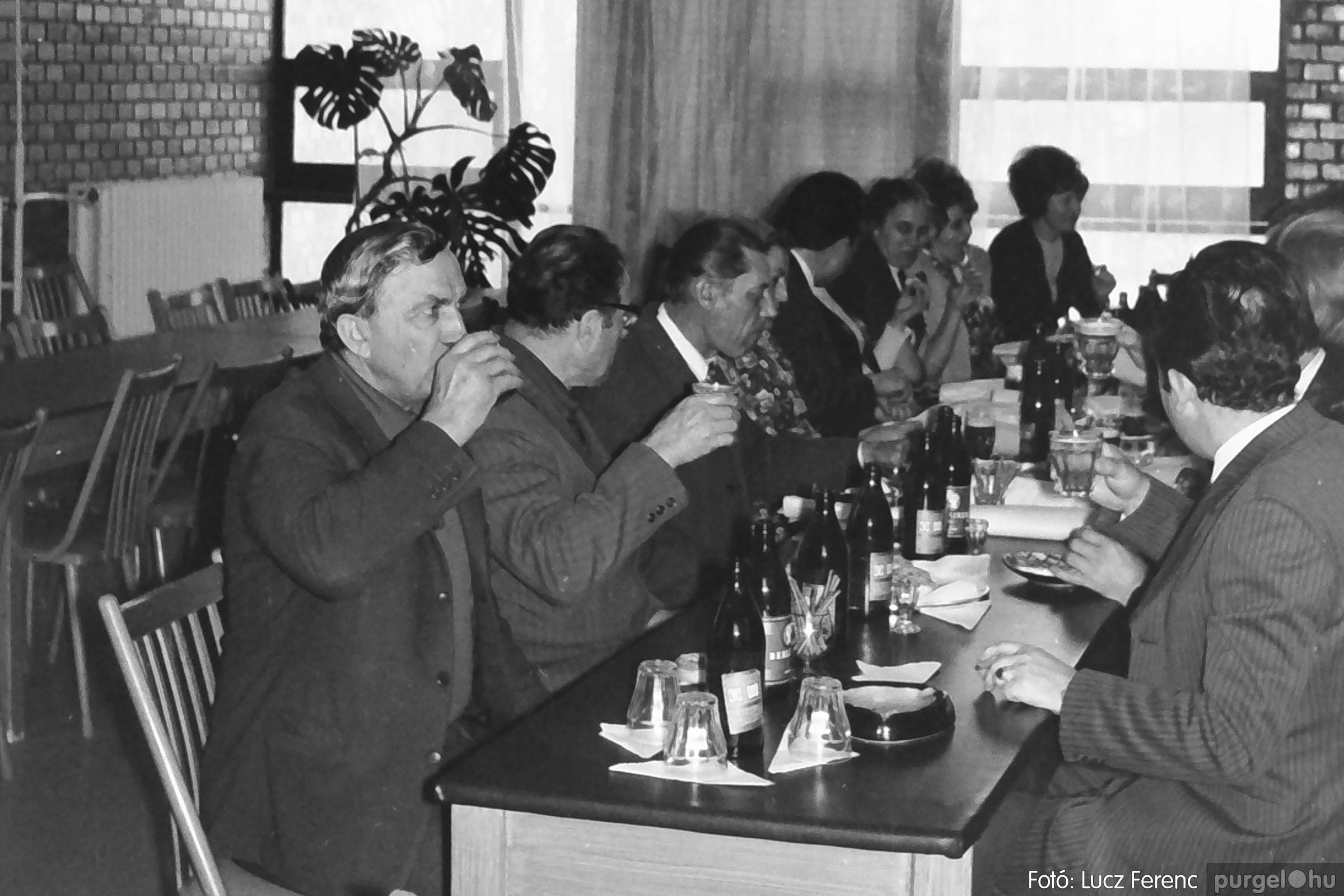 037. 1976. Összejövetel a tanácsházban 002 - Fotó: Lucz Ferenc.jpg
