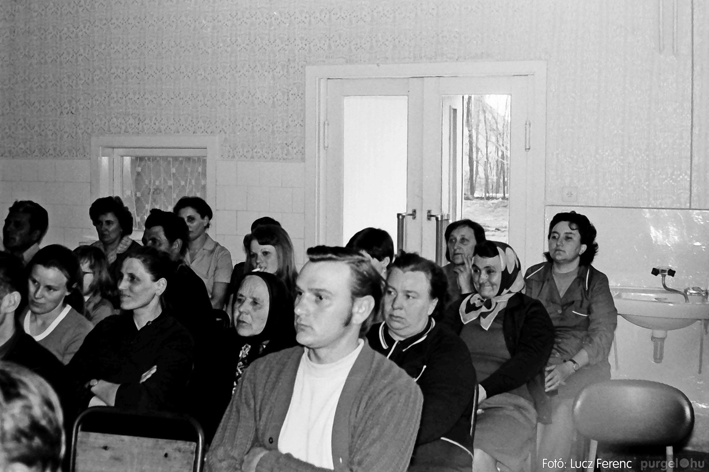 038. 1976. Ünnepség a kendergyárban 020. - Fotó: Lucz Ferenc.jpg