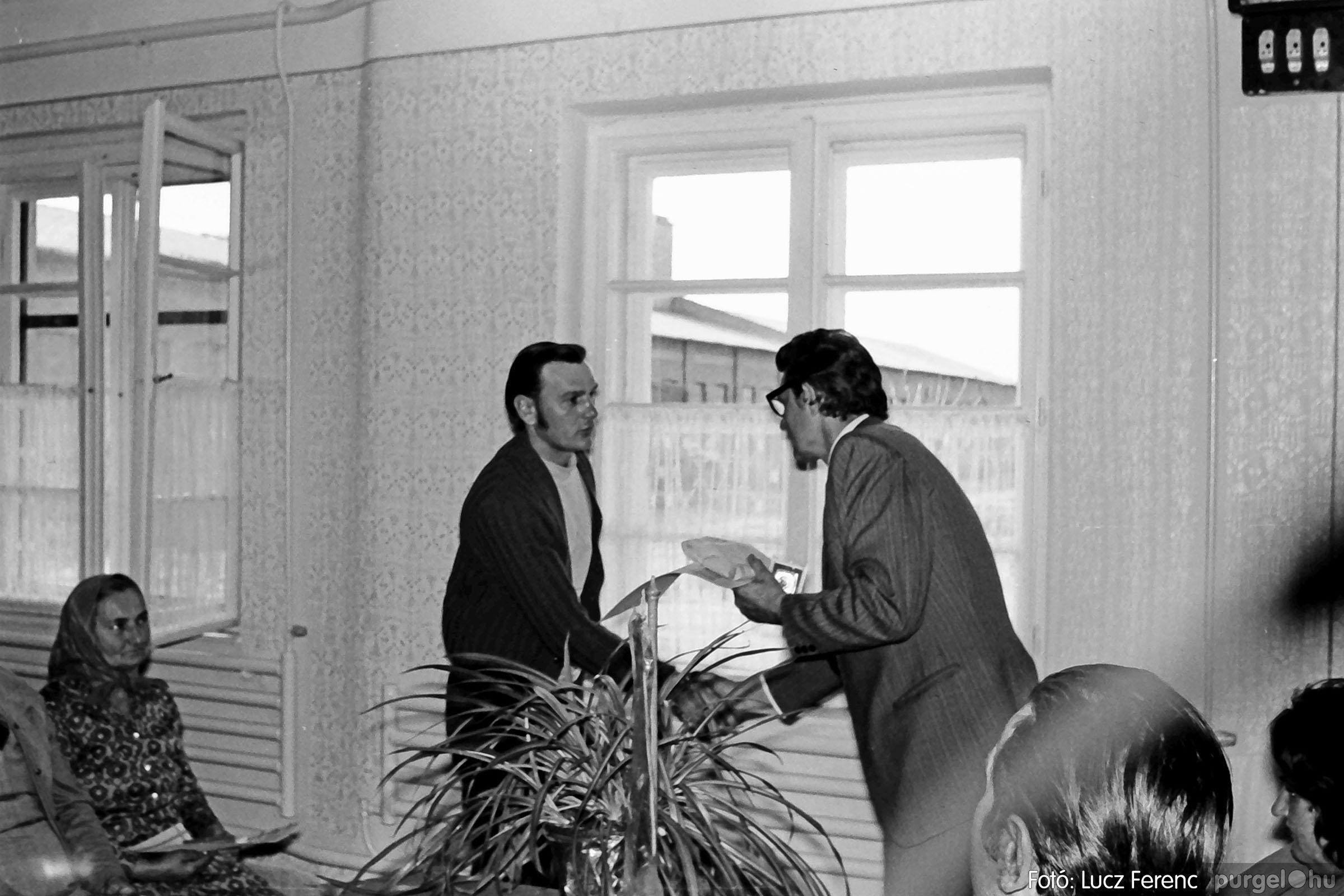 038. 1976. Ünnepség a kendergyárban 014. - Fotó: Lucz Ferenc.jpg