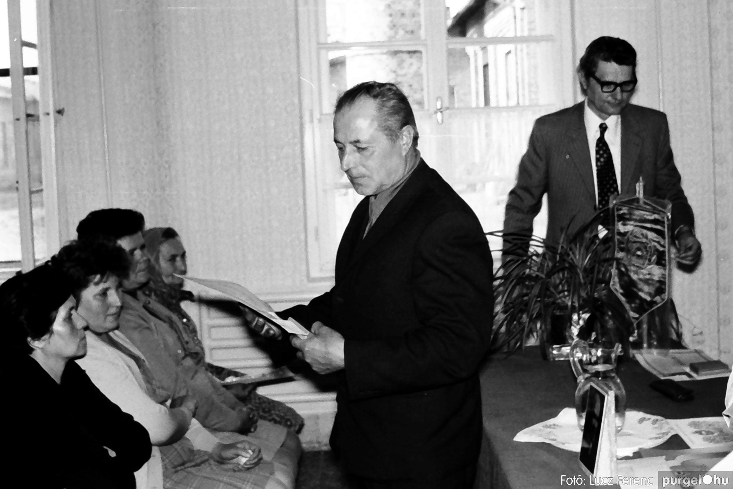 038. 1976. Ünnepség a kendergyárban 009. - Fotó: Lucz Ferenc.jpg