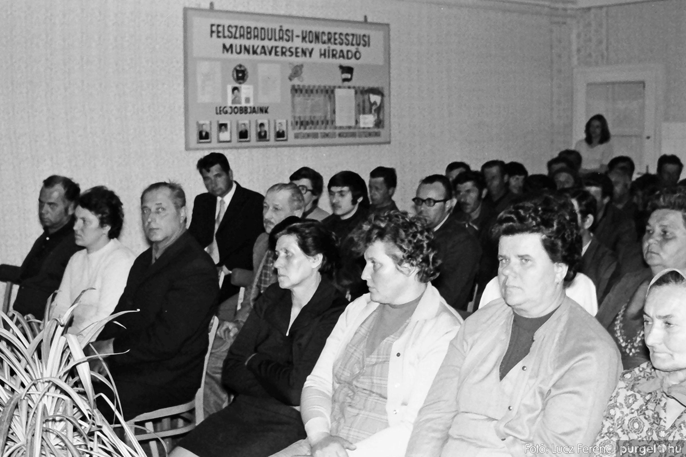 038. 1976. Ünnepség a kendergyárban 008. - Fotó: Lucz Ferenc.jpg