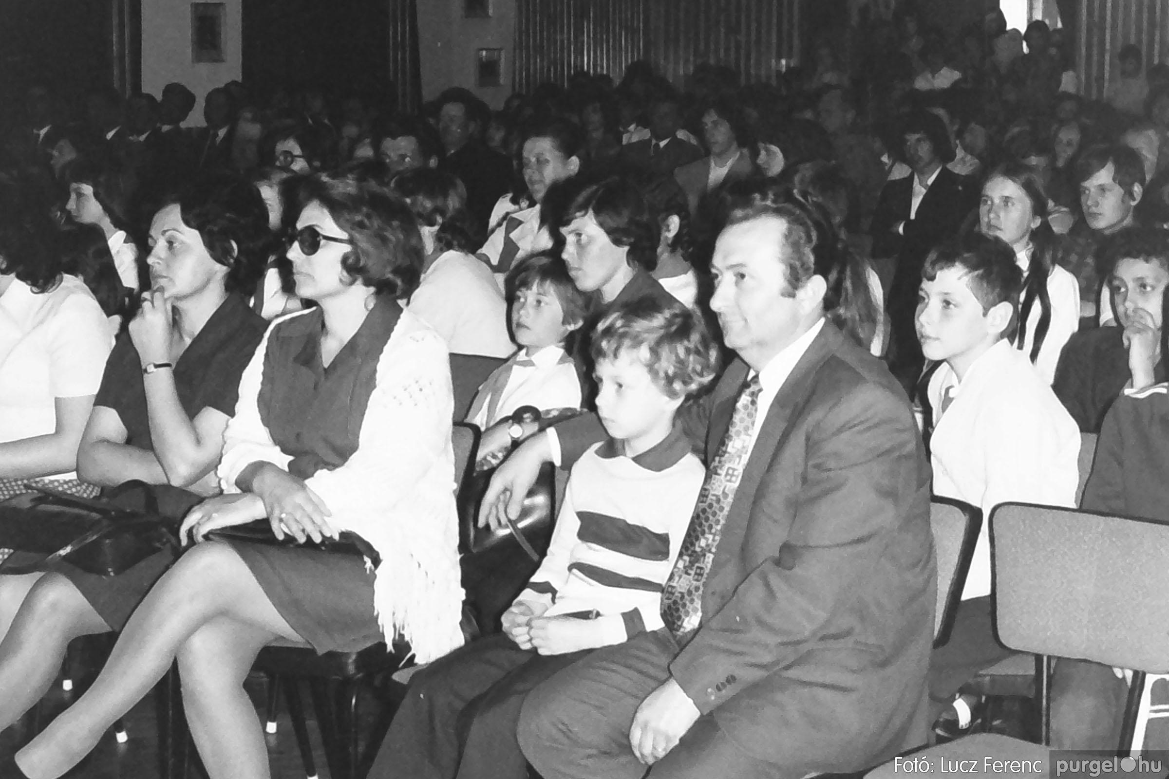 039. 1976.04.04. Április 4-i ünnepség a kultúrházban 030. - Fotó: Lucz Ferenc.jpg