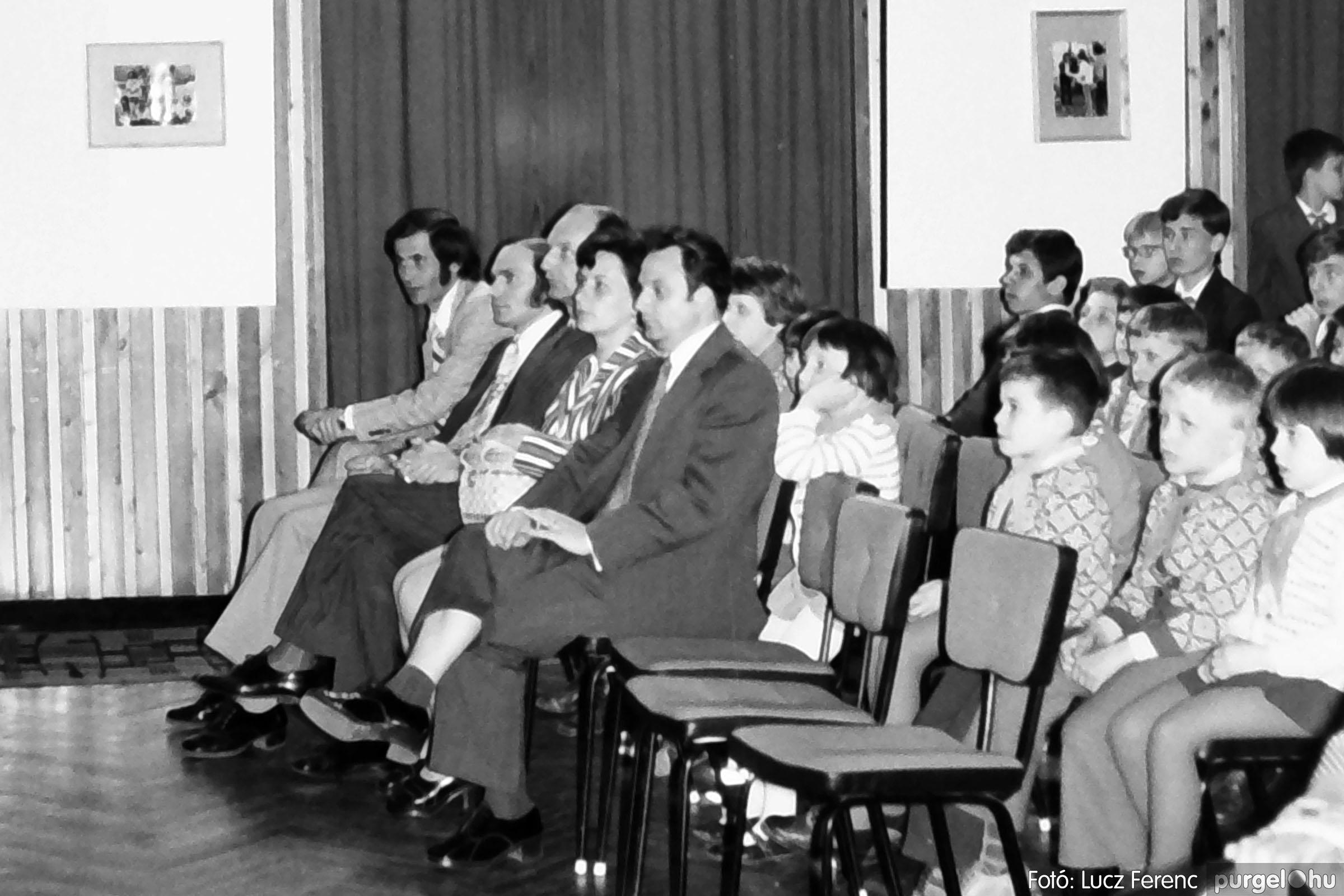039. 1976.04.04. Április 4-i ünnepség a kultúrházban 023. - Fotó: Lucz Ferenc.jpg