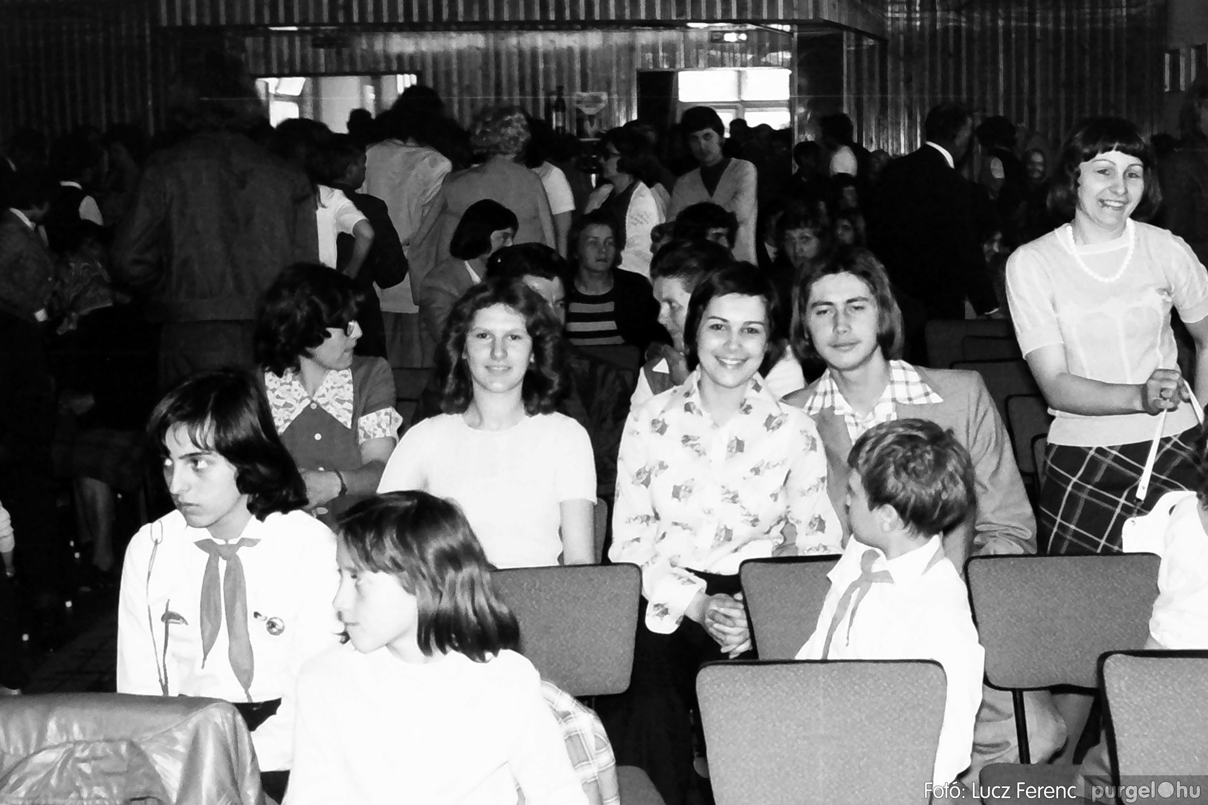 039. 1976.04.04. Április 4-i ünnepség a kultúrházban 019. - Fotó: Lucz Ferenc.jpg