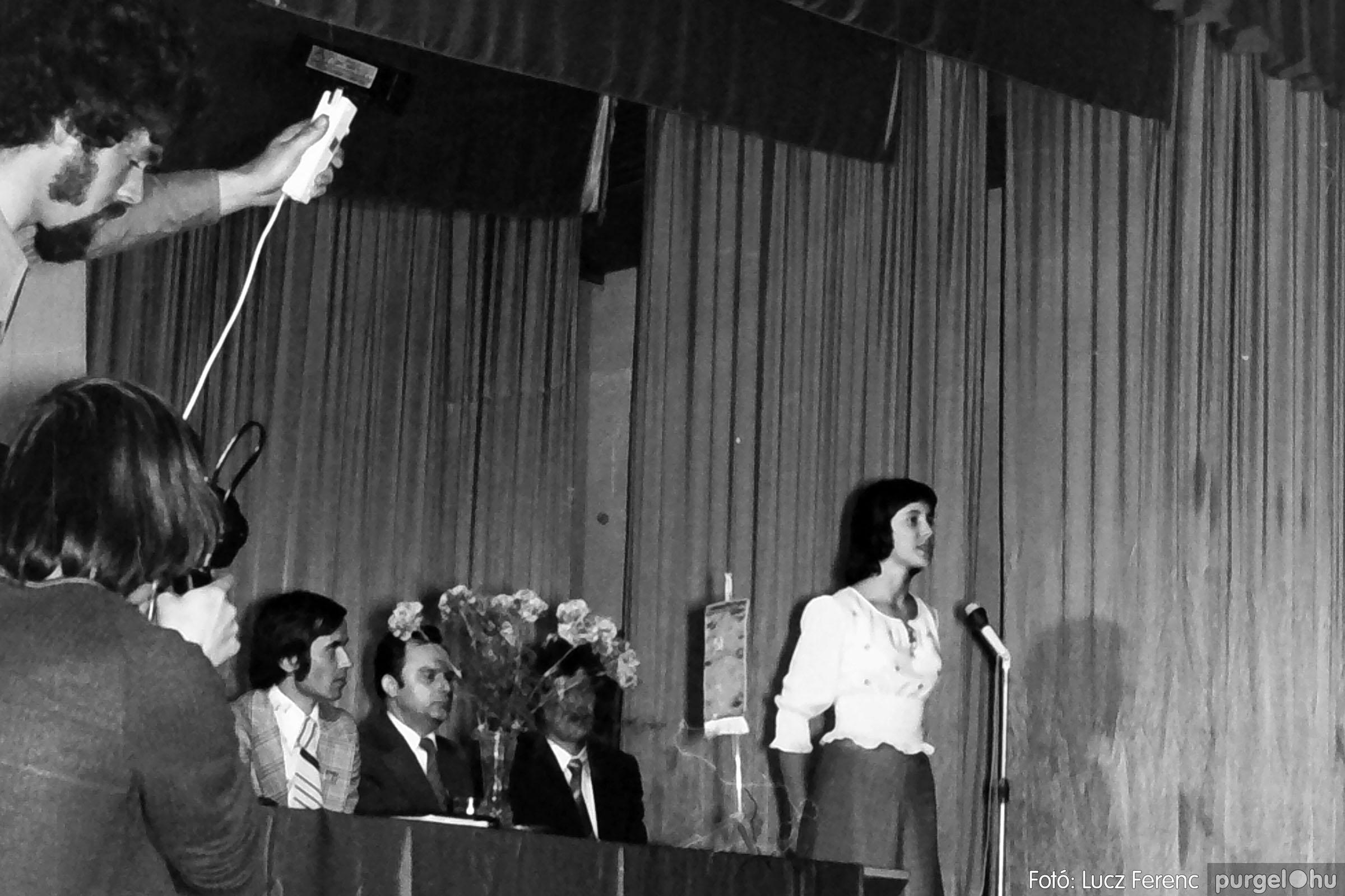 039. 1976.04.04. Április 4-i ünnepség a kultúrházban 018. - Fotó: Lucz Ferenc.jpg