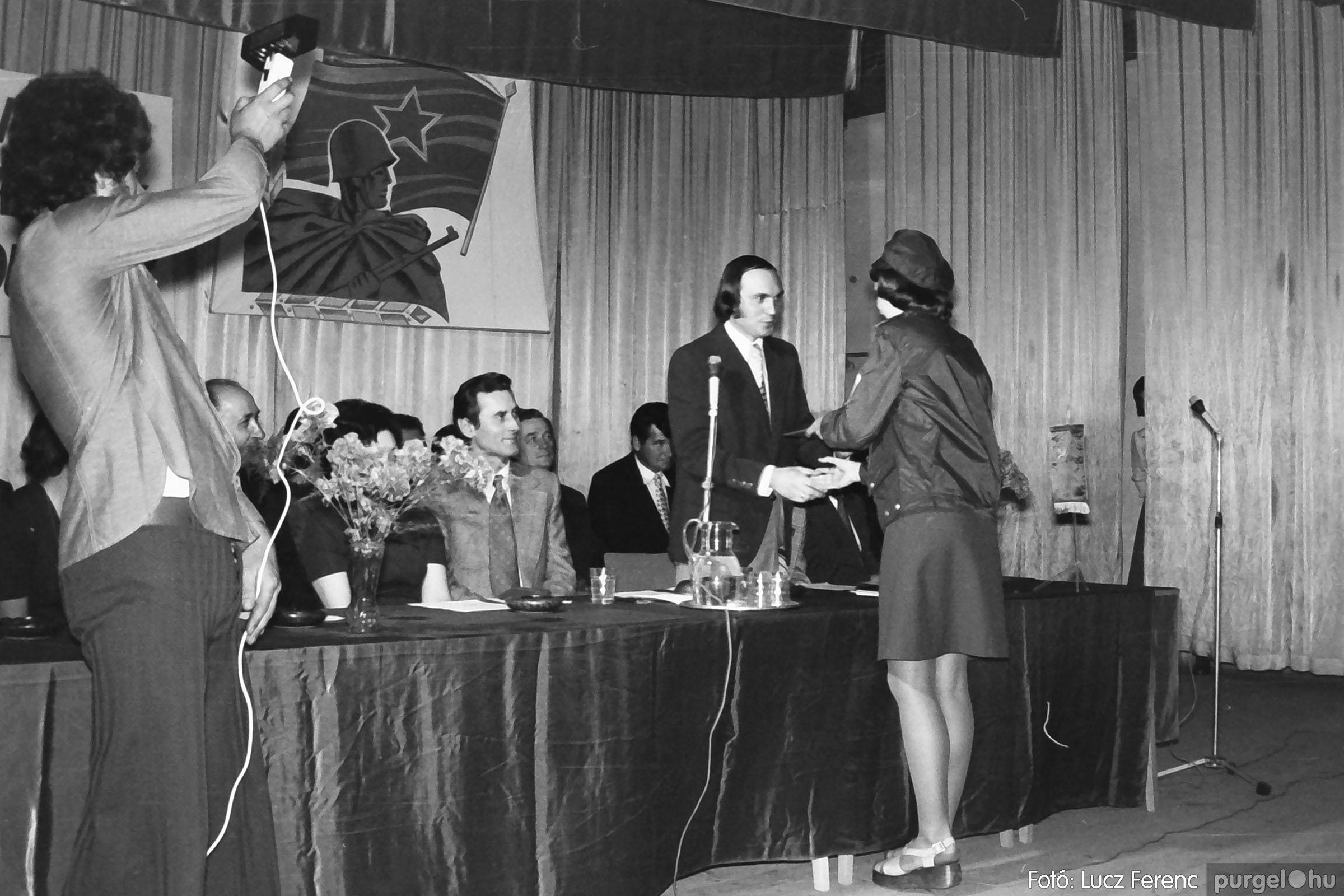 039. 1976.04.04. Április 4-i ünnepség a kultúrházban 017. - Fotó: Lucz Ferenc.jpg