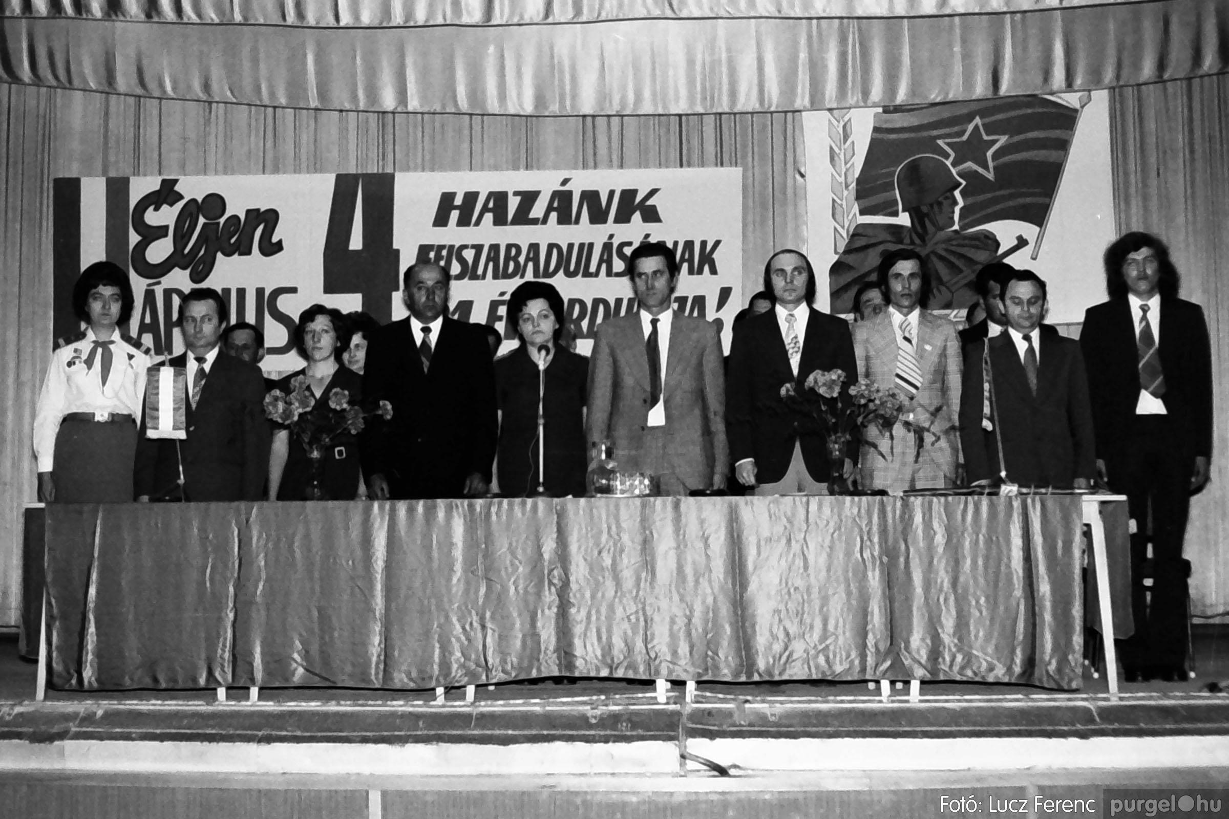 039. 1976.04.04. Április 4-i ünnepség a kultúrházban 002. - Fotó: Lucz Ferenc.jpg