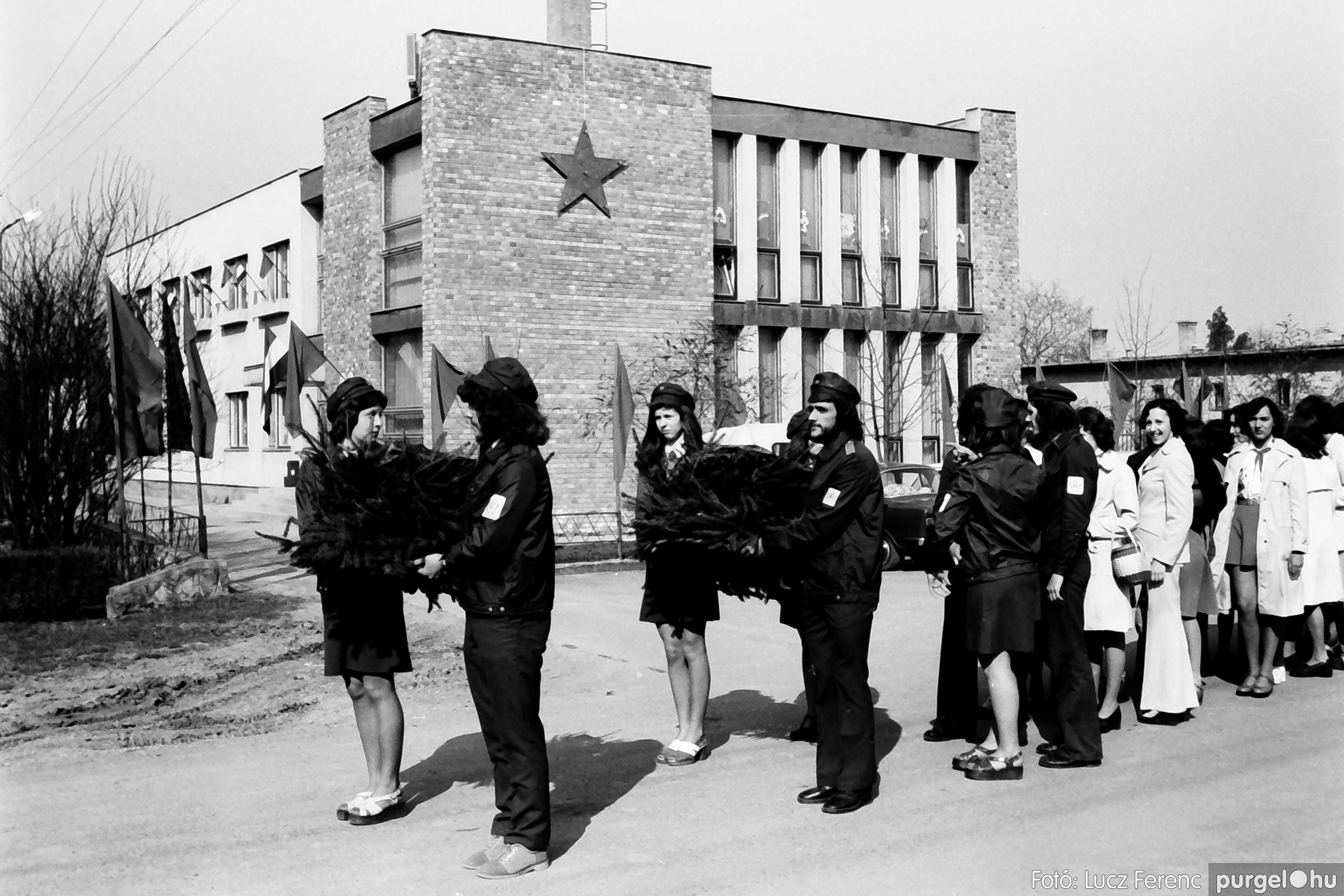 040. 1976.04.04. Április 4-i ünnepség 007. - Fotó: Lucz Ferenc - IMG00215q.jpg