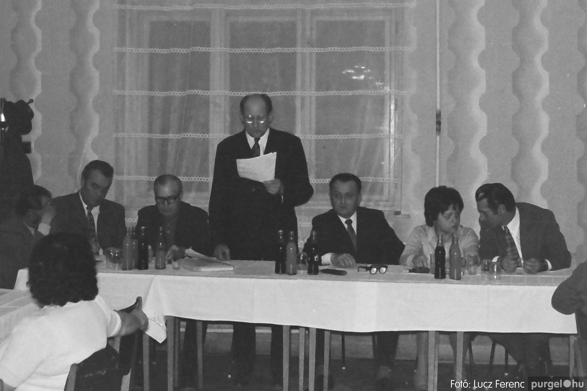 042. 1976. Összejövetel a vendéglőben 001. - Fotó: Lucz Ferenc - IMG00249q.jpg