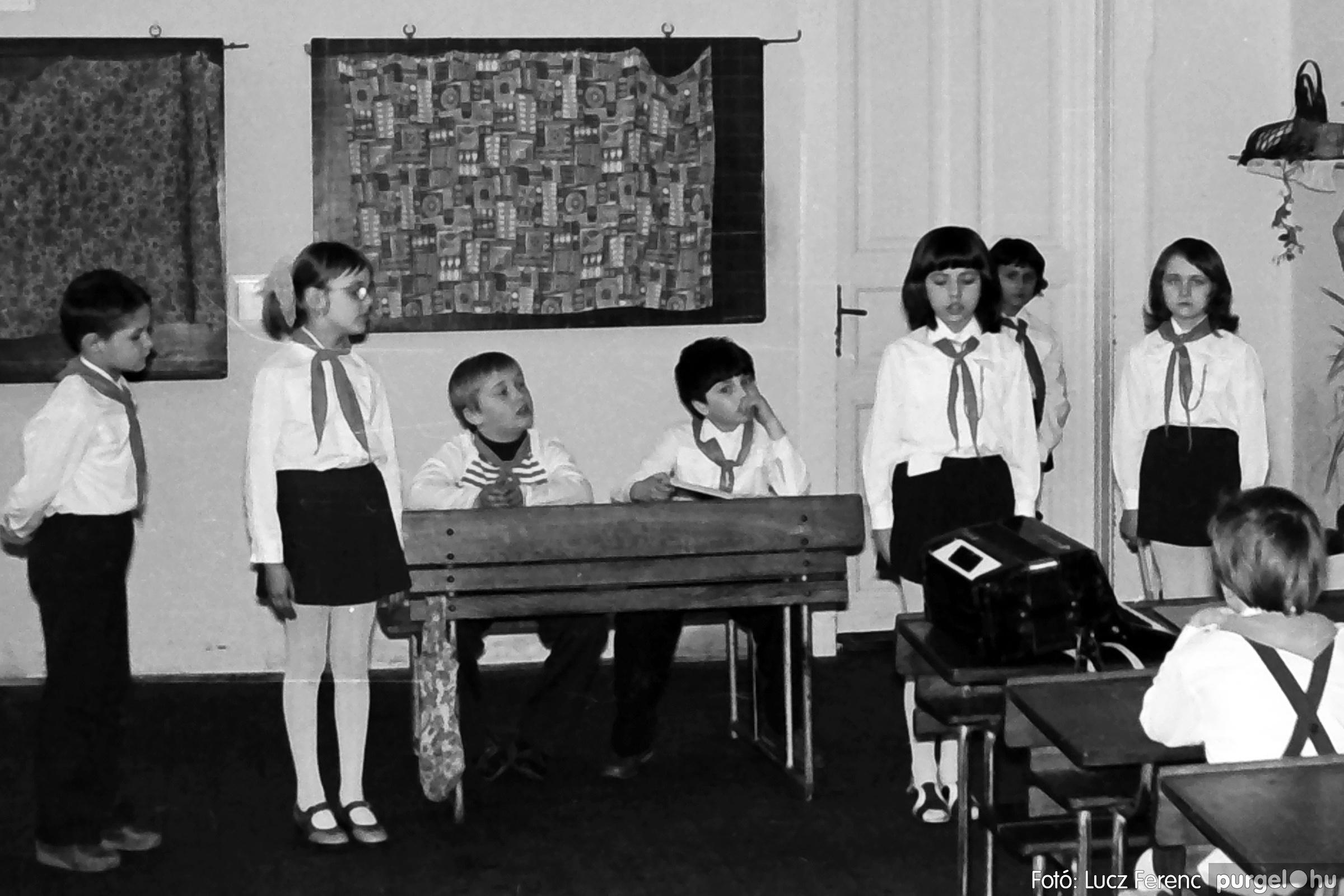 042-043. 1976. Program az újfalusi iskolában 016. - Fotó: Lucz Ferenc - IMG00292q.jpg