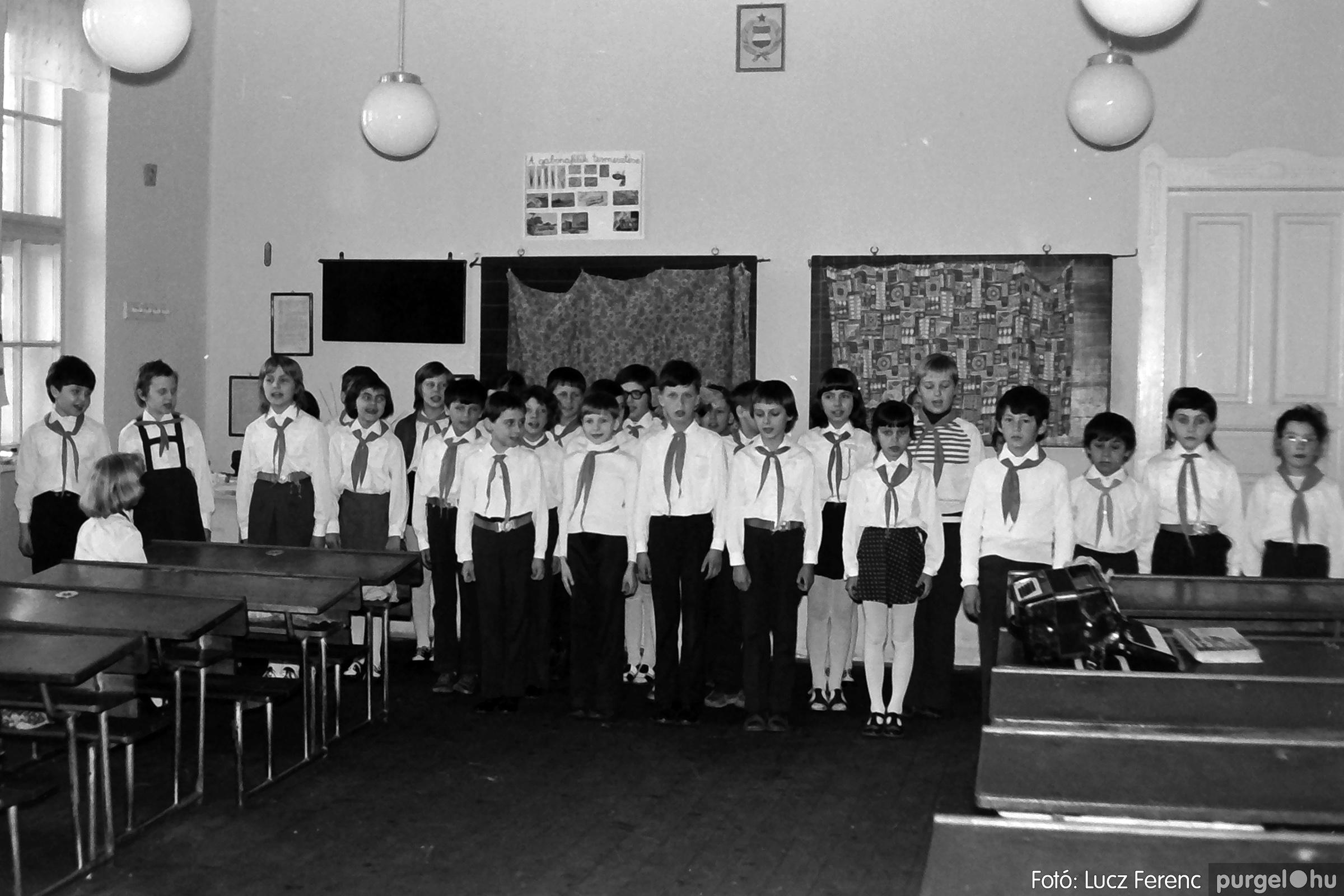 042-043. 1976. Program az újfalusi iskolában 012. - Fotó: Lucz Ferenc - IMG00288q.jpg