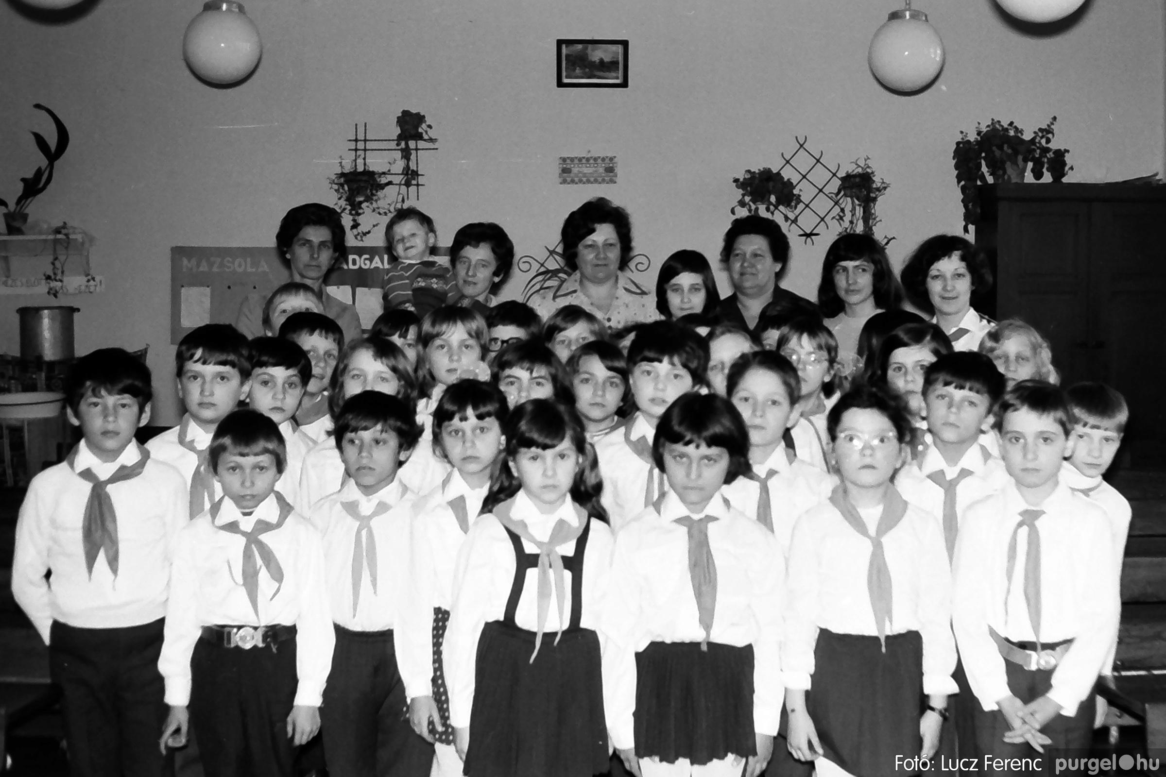 042-043. 1976. Program az újfalusi iskolában 004. - Fotó: Lucz Ferenc - IMG00241q.jpg