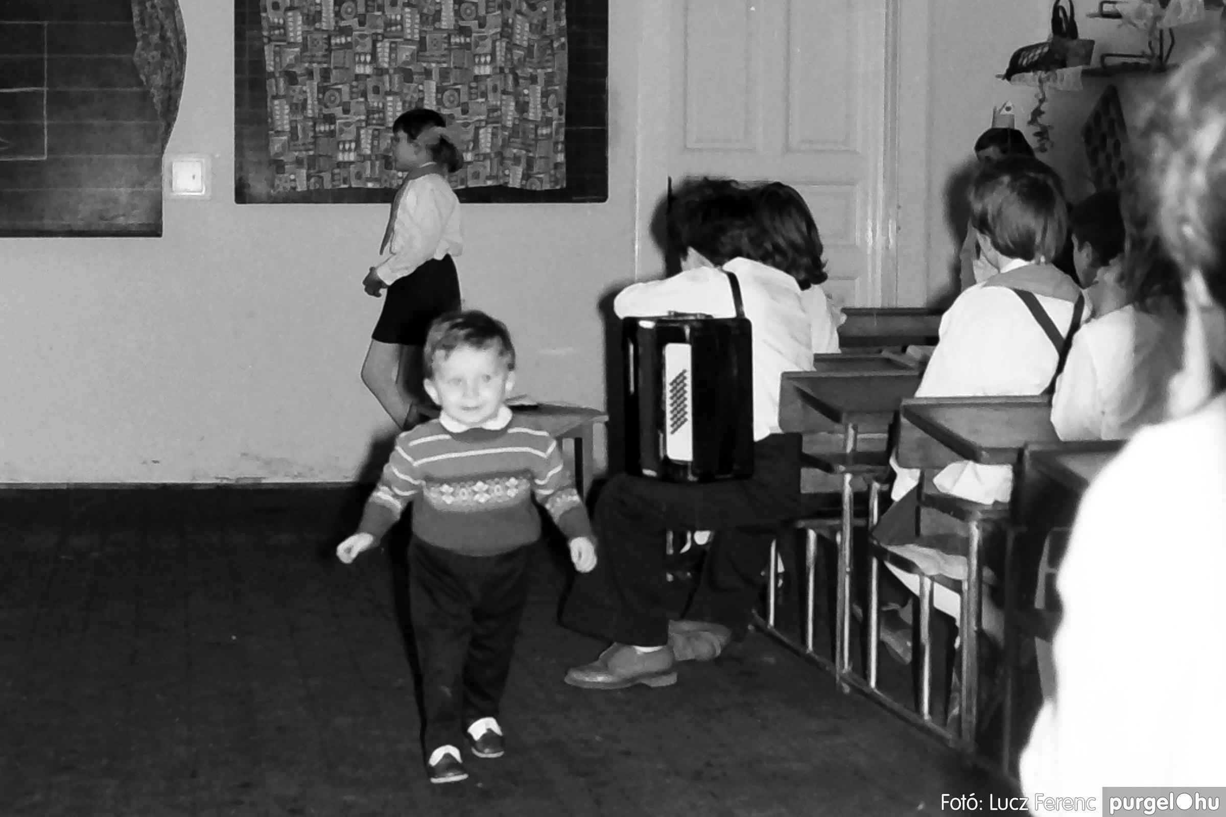 042-043. 1976. Program az újfalusi iskolában 003. - Fotó: Lucz Ferenc - IMG00240q.jpg