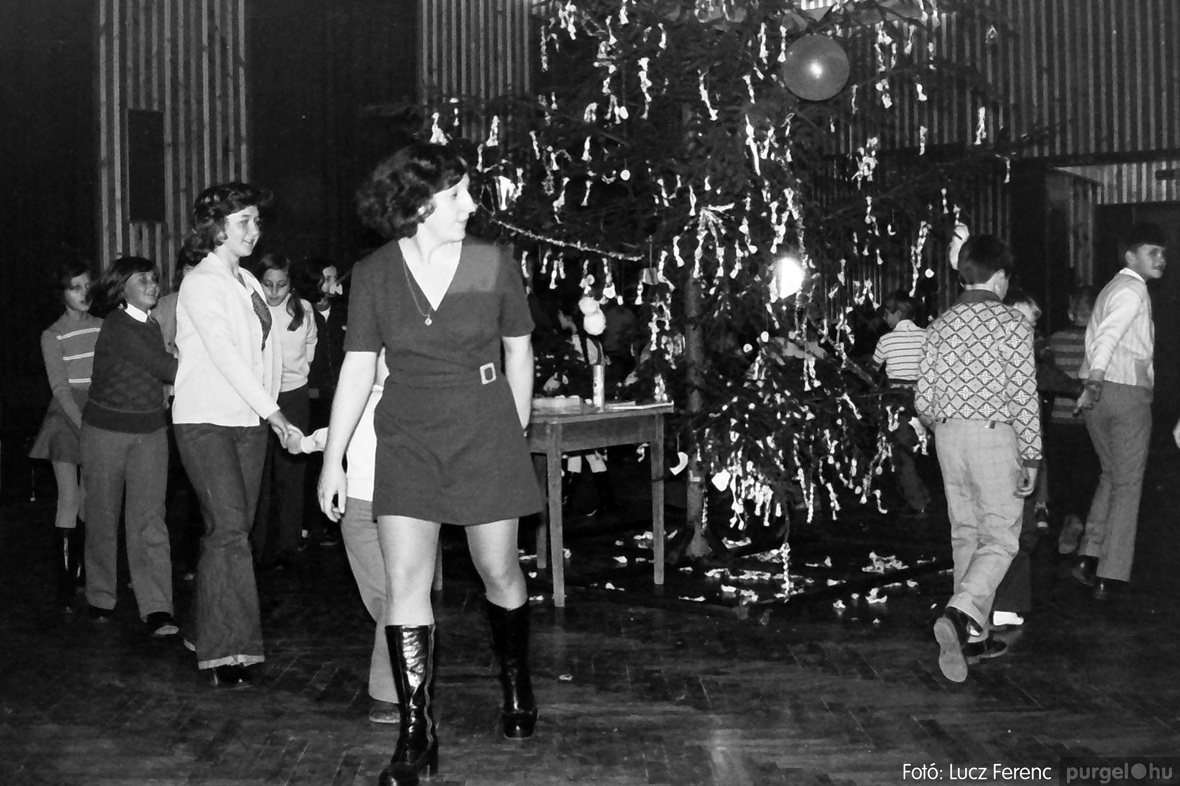 029 1975. Karácsonyi ünnepség a kultúrházban 006 - Fotó: Lucz Ferenc.jpg