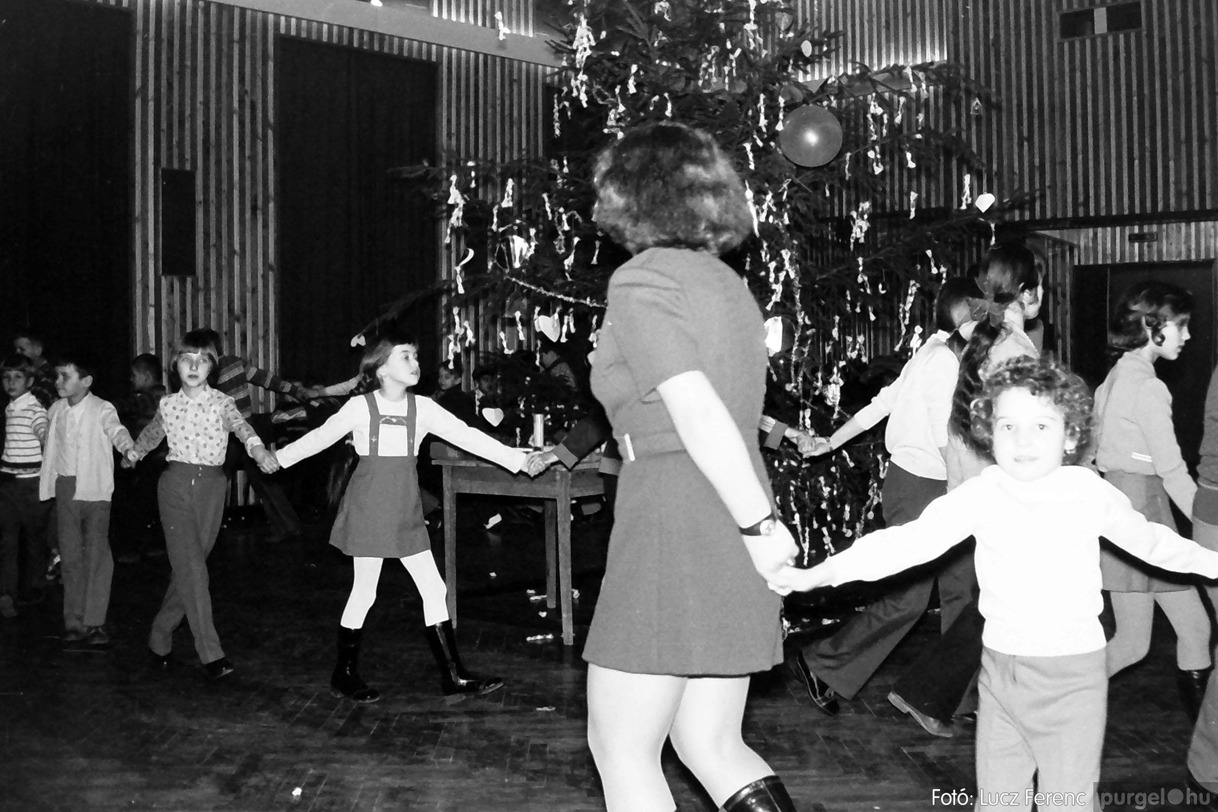 029 1975. Karácsonyi ünnepség a kultúrházban 005 - Fotó: Lucz Ferenc.jpg