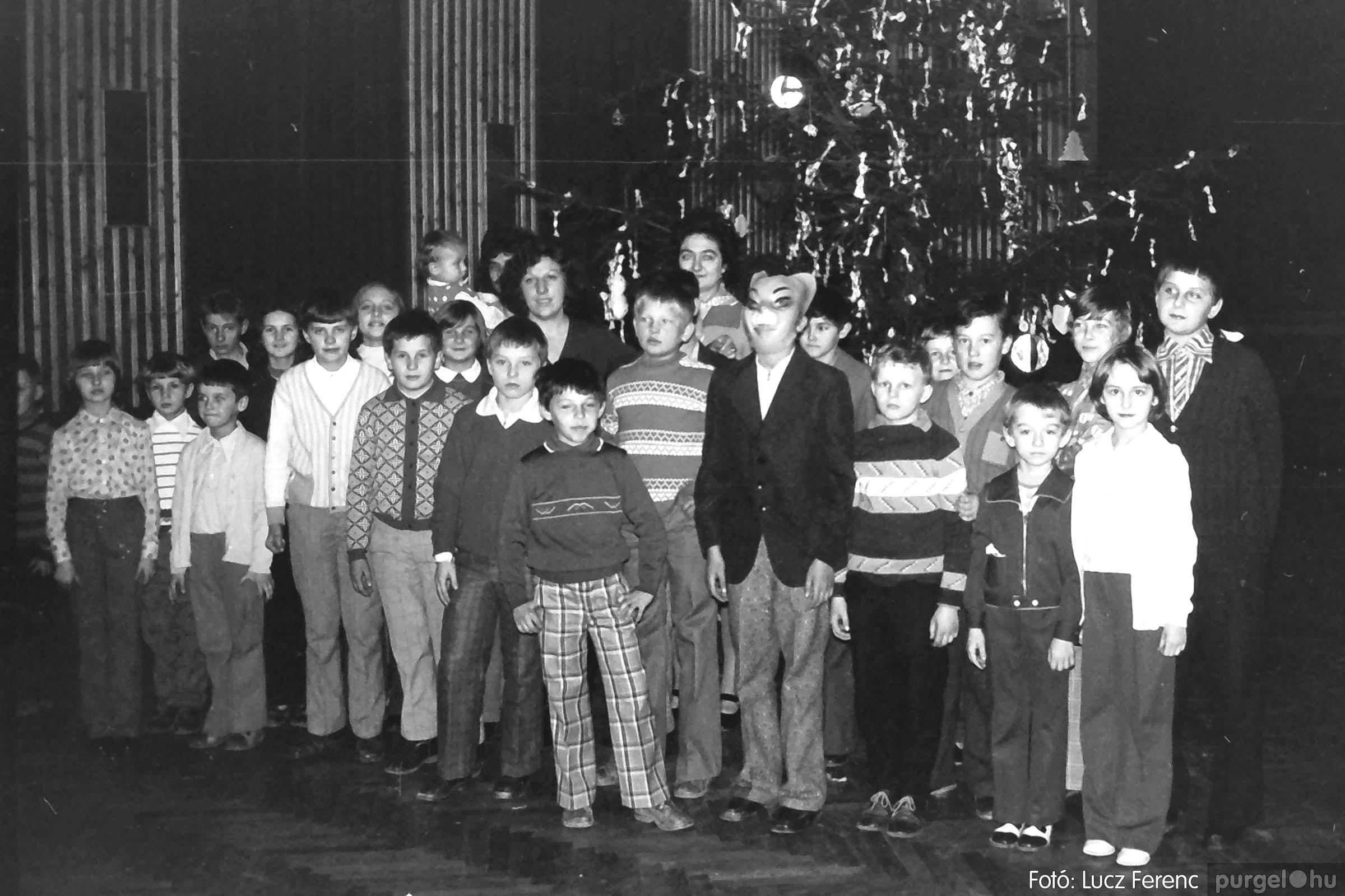029 1975. Karácsonyi ünnepség a kultúrházban 002 - Fotó: Lucz Ferenc.jpg