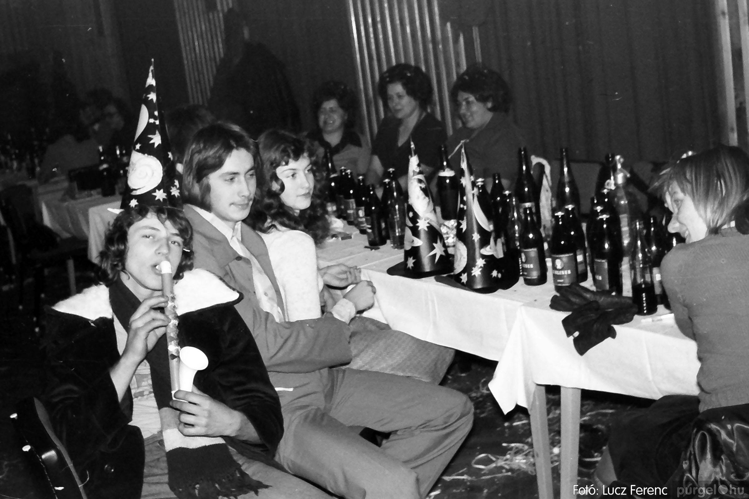 030. 1975.12.31. Szilveszter a kultúrházban 022 - Fotó: Lucz Ferenc.jpg