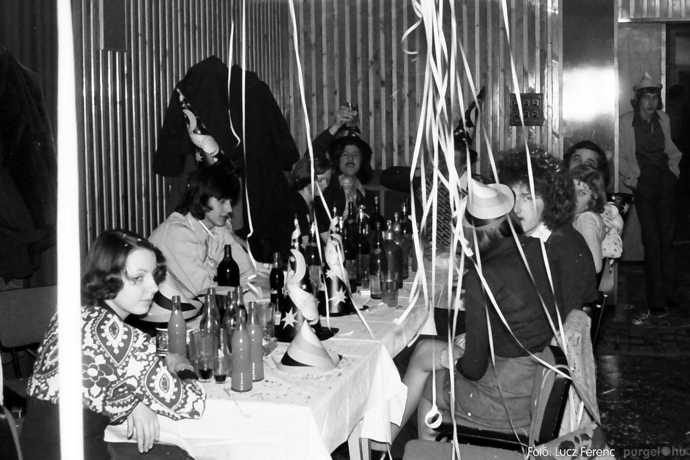 030. 1975.12.31. Szilveszter a kultúrházban 011 - Fotó: Lucz Ferenc.jpg