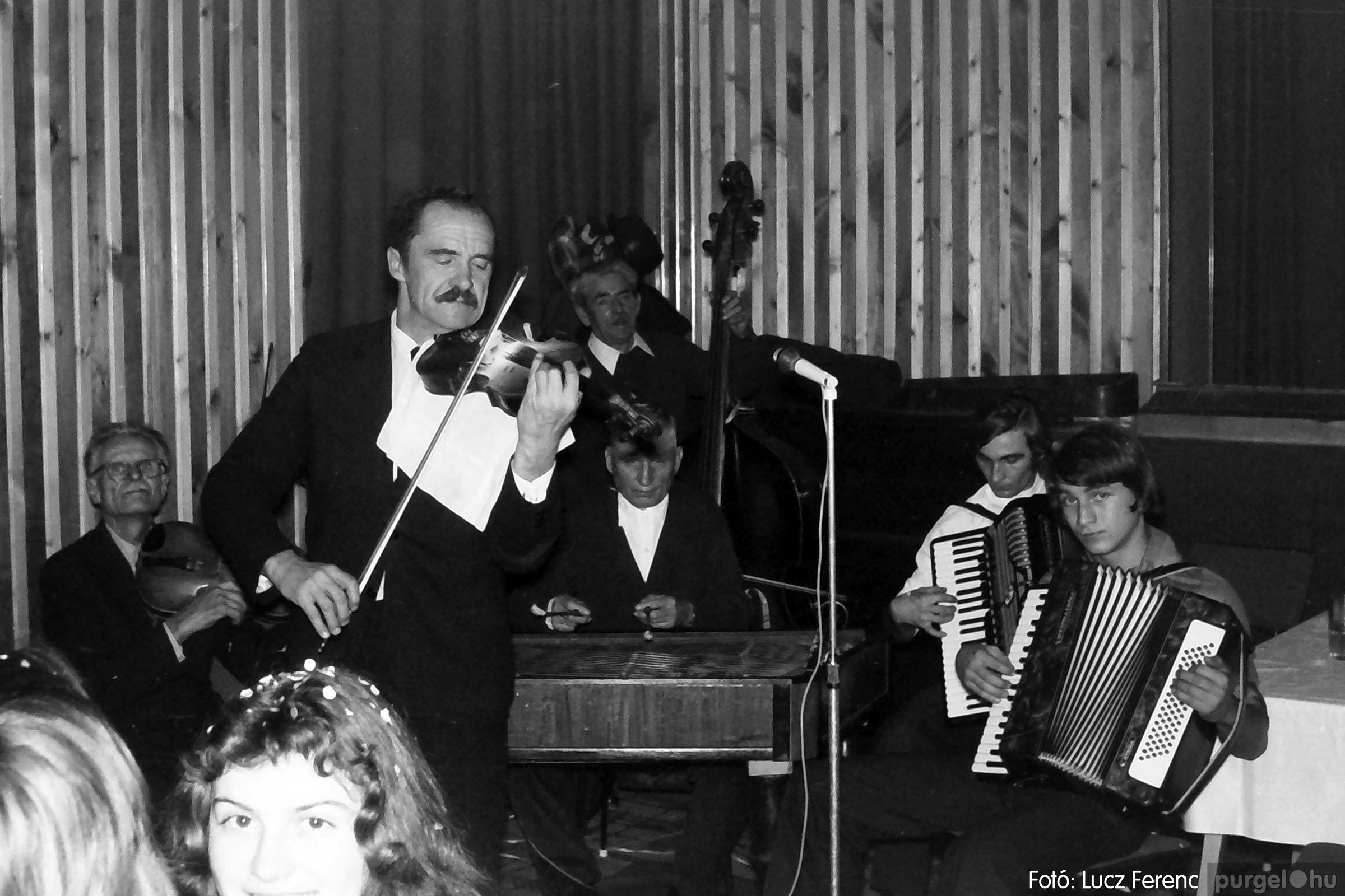 030. 1975.12.31. Szilveszter a kultúrházban 010 - Fotó: Lucz Ferenc.jpg