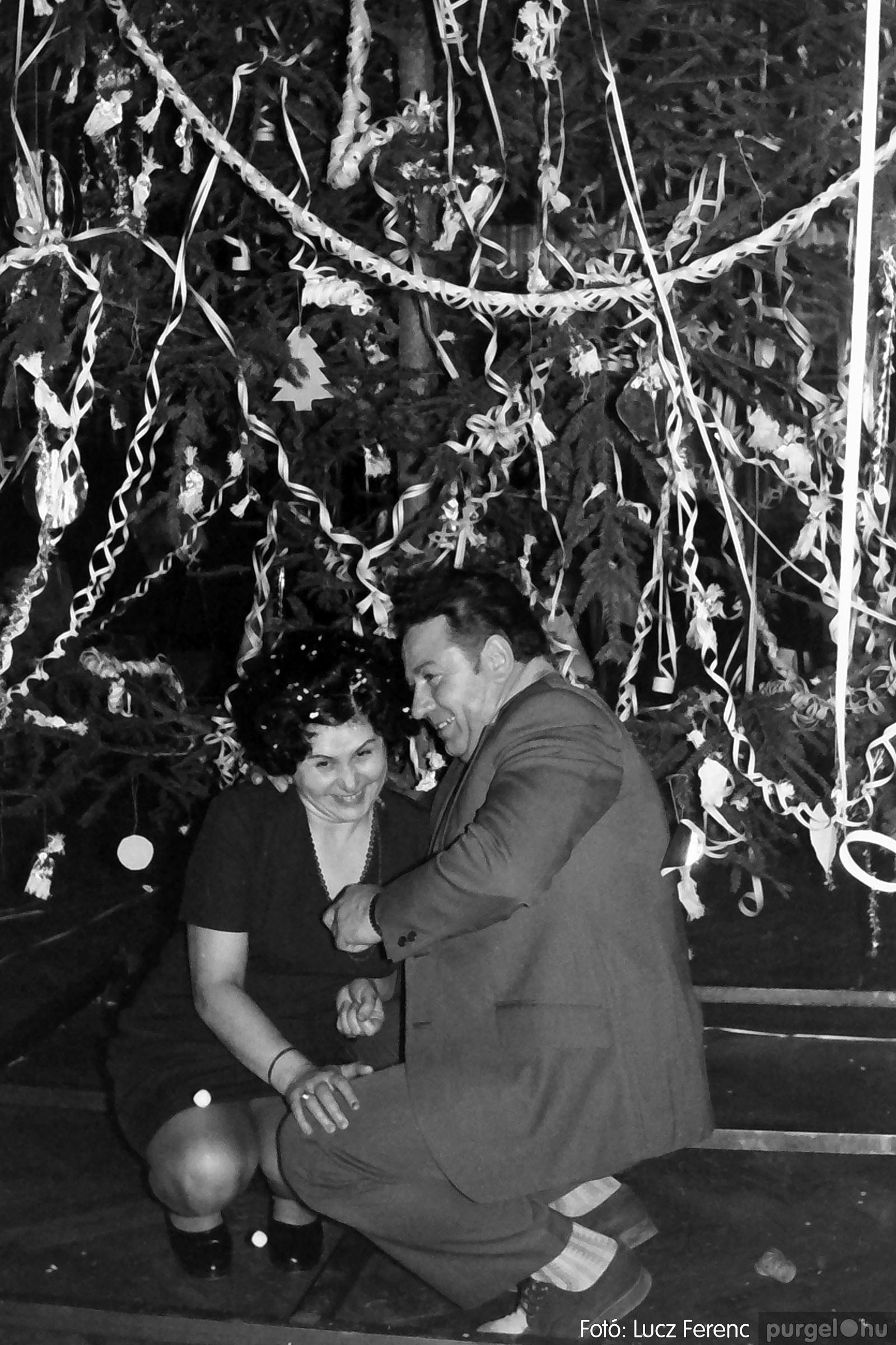 030. 1975.12.31. Szilveszter a kultúrházban 005 - Fotó: Lucz Ferenc.jpg