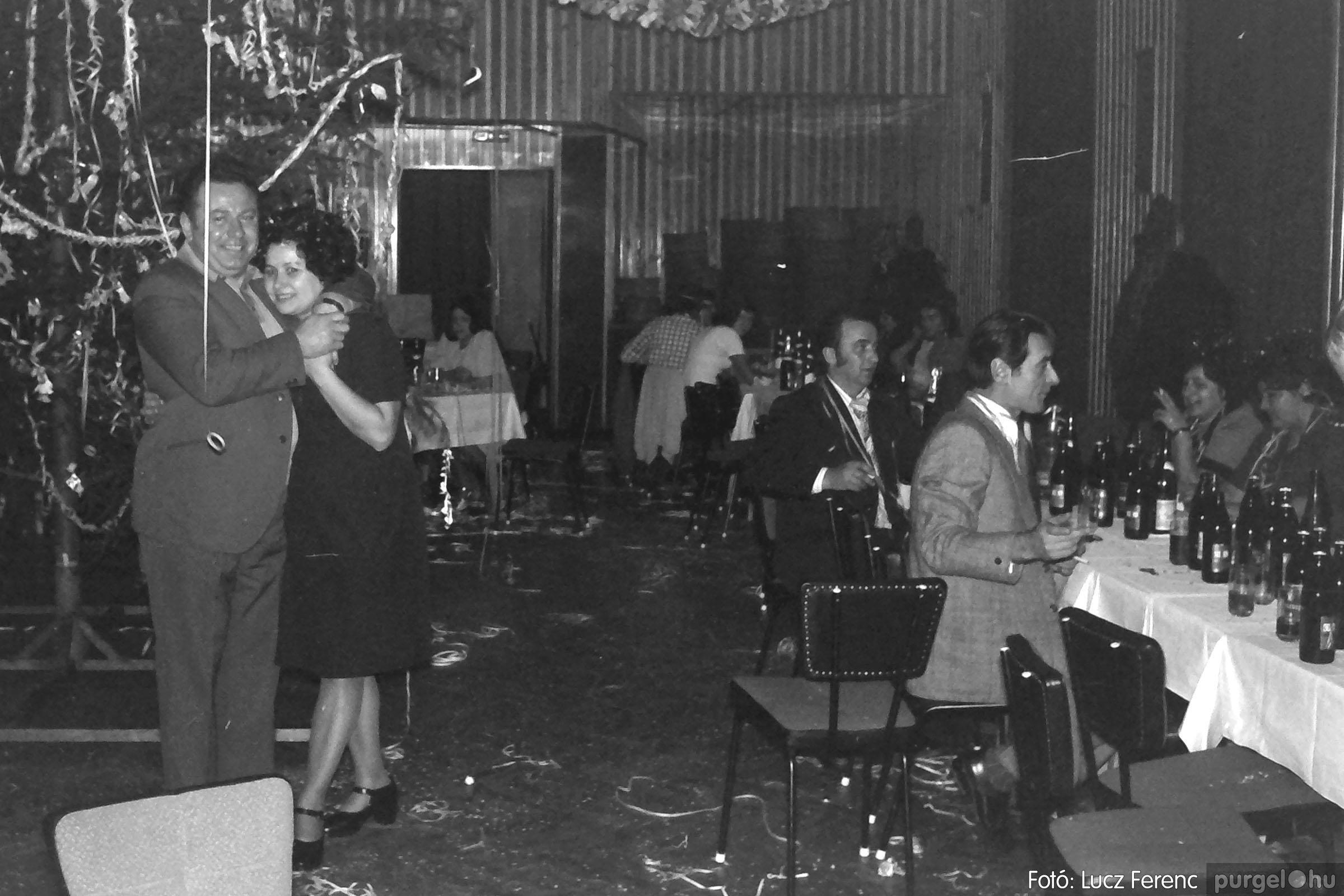 030. 1975.12.31. Szilveszter a kultúrházban 004 - Fotó: Lucz Ferenc.jpg