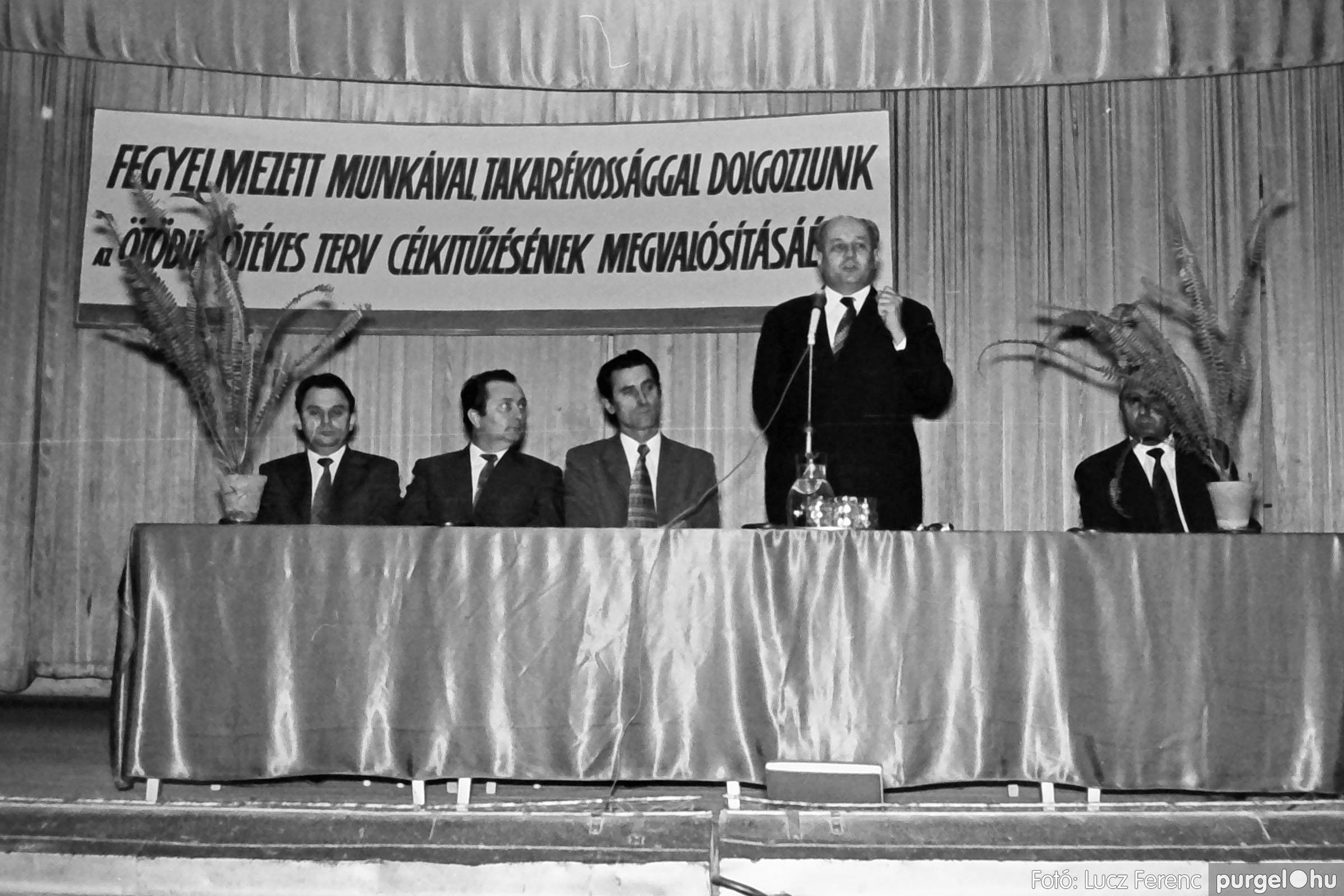032. 1976. Az ötödik ötéves tervért... 006 - Fotó: Lucz Ferenc - IMG00184q.jpg