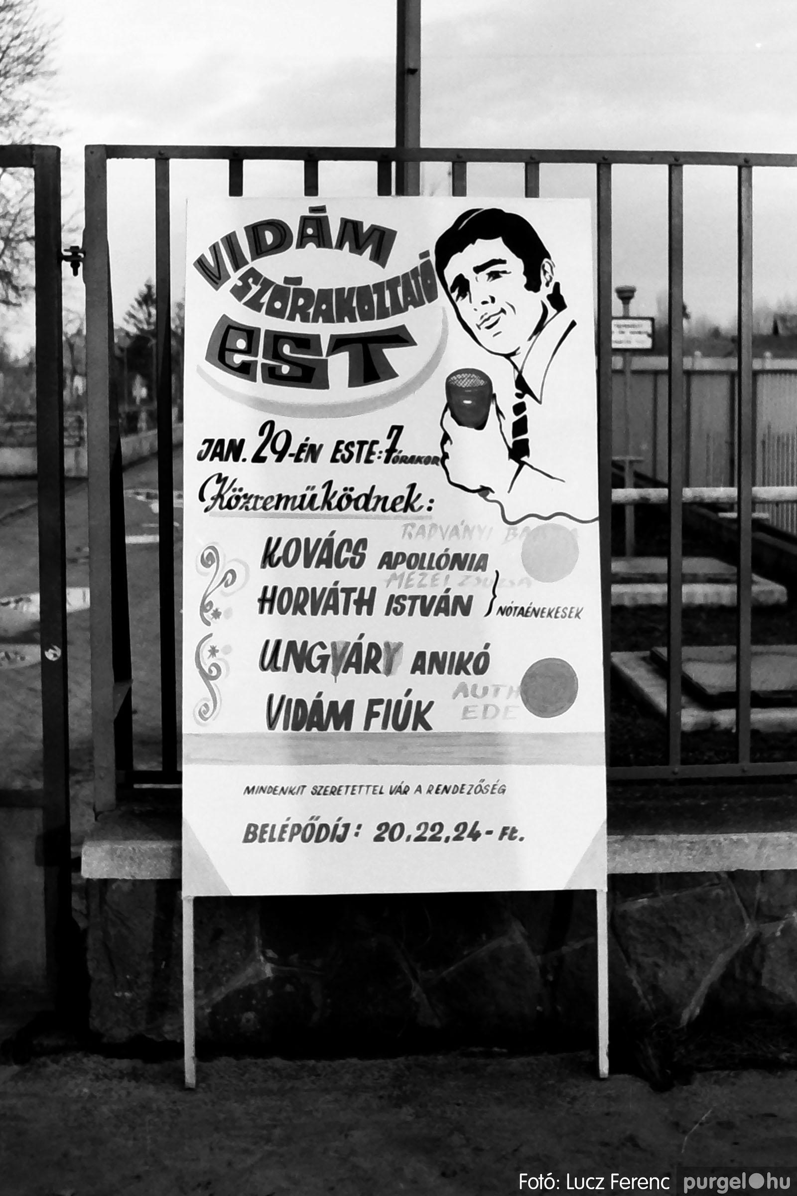 032. 1976. Az ötödik ötéves tervért... 001 - Fotó: Lucz Ferenc - IMG00178q.jpg