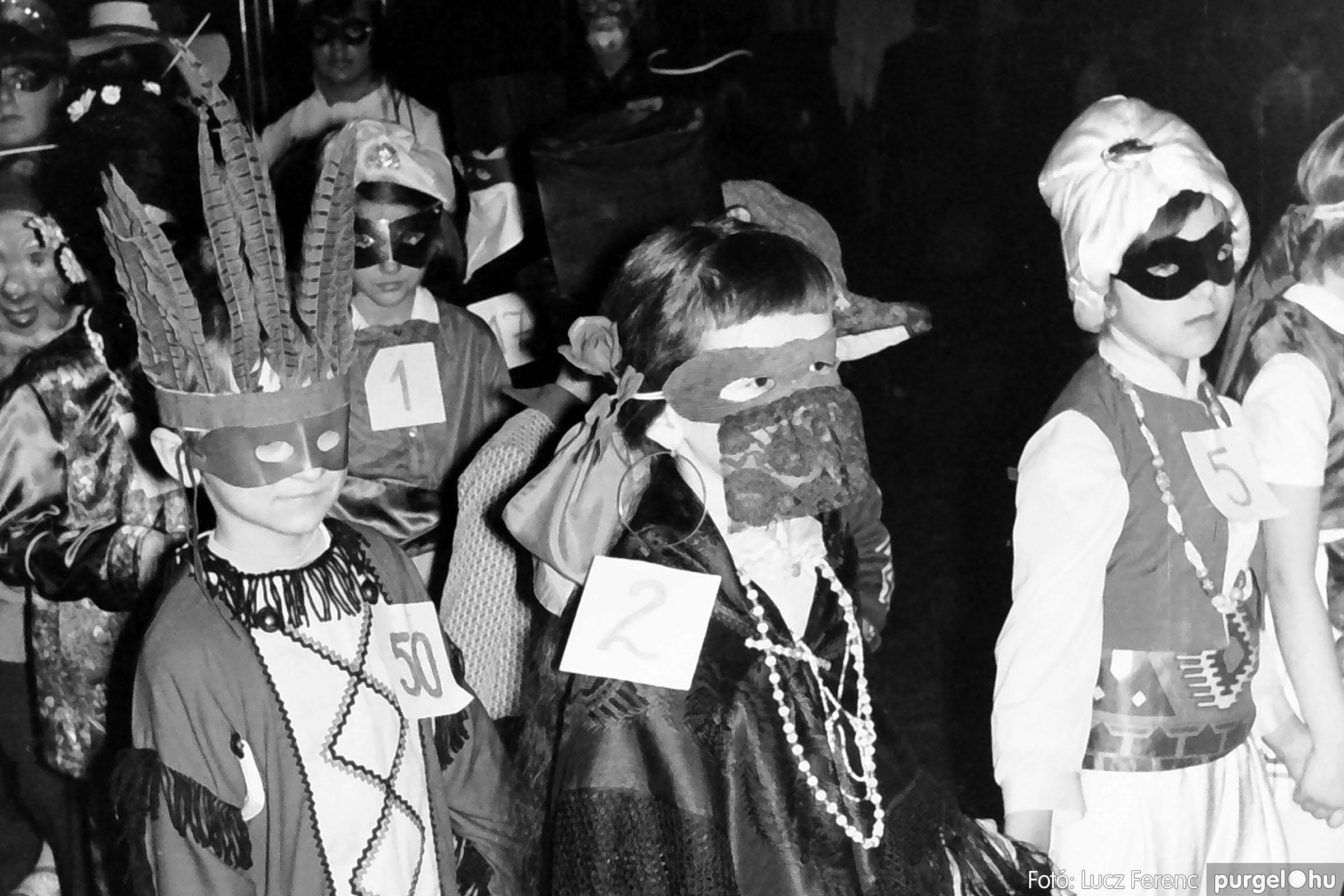 035. 1976. Iskolai farsang a kultúrházban 018 - Fotó: Lucz Ferenc.jpg