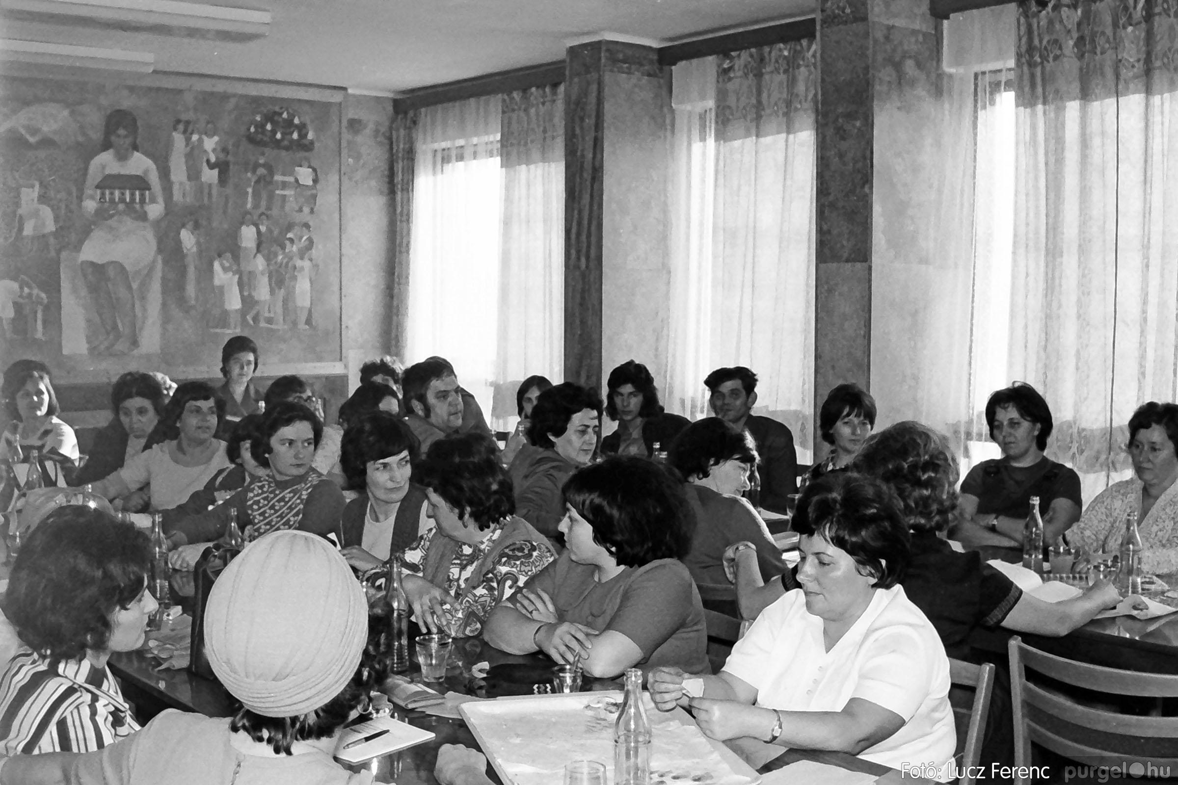 036. 1976. Tanácskozás a pártházban 001 - Fotó: Lucz Ferenc.jpg